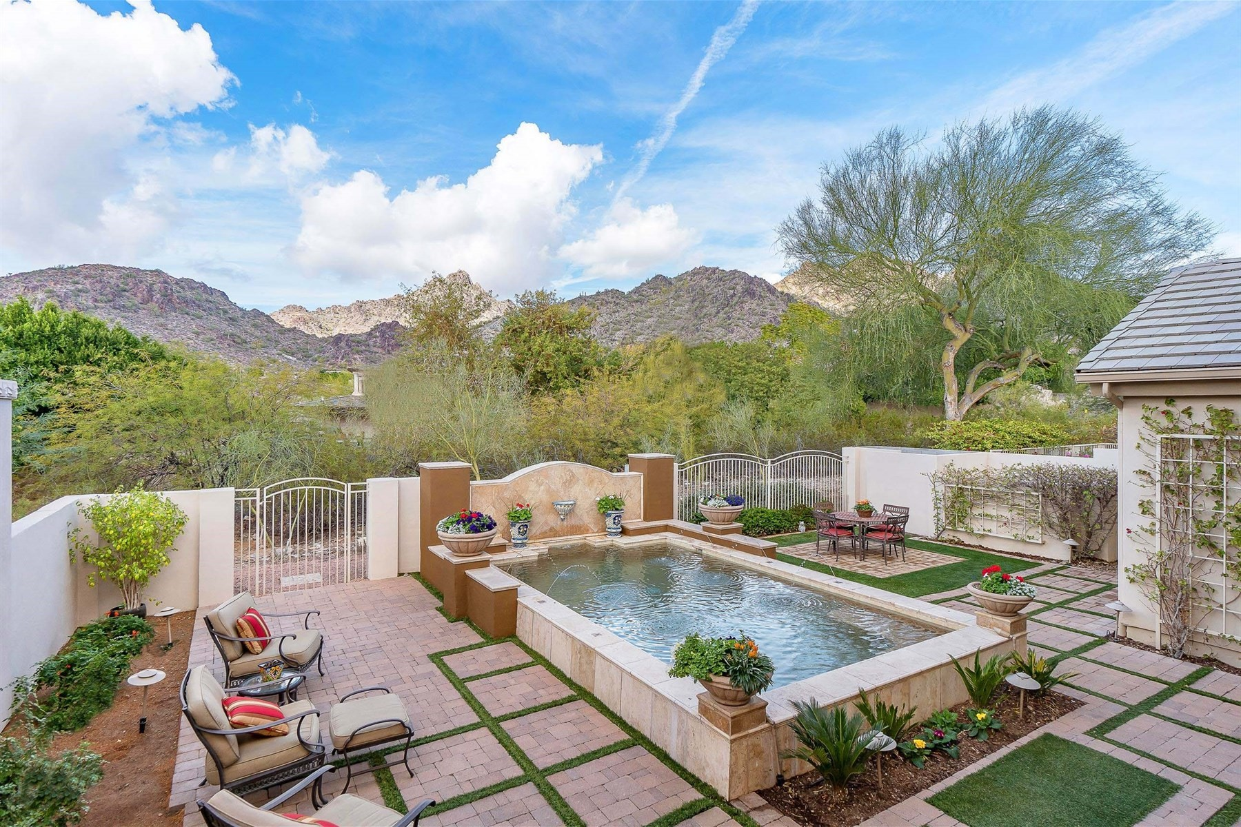 Single Family Home for Sale at Fabulous home with stunning views 3108 E Sierra Vista Dr Phoenix, Arizona, 85016 United States