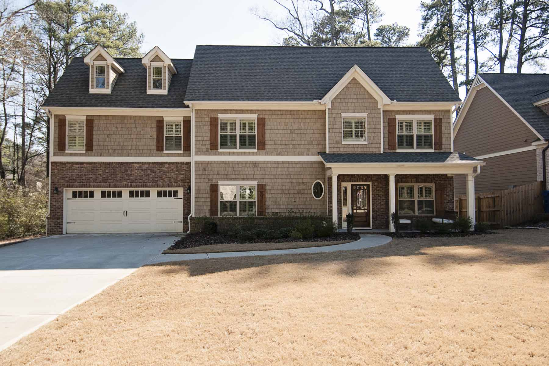 Vivienda unifamiliar por un Venta en Great Location! Incredible Backyard! 1813 8th Street Ashford Park, Atlanta, Georgia, 30341 Estados Unidos