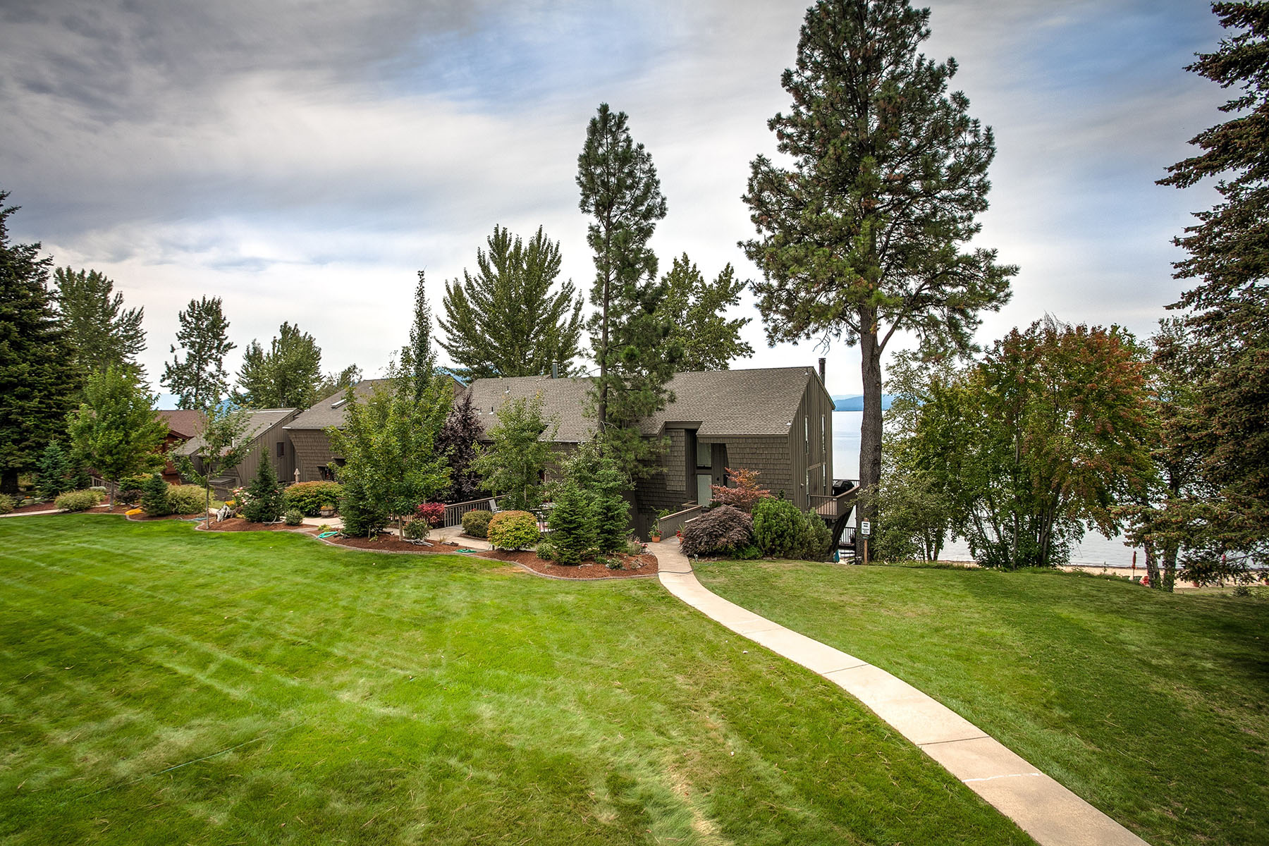 Villa per Vendita alle ore Whiskey Jack Townhome 562 Whiskey Jack Circle Unit #5 Sandpoint, Idaho, 83864 Stati Uniti