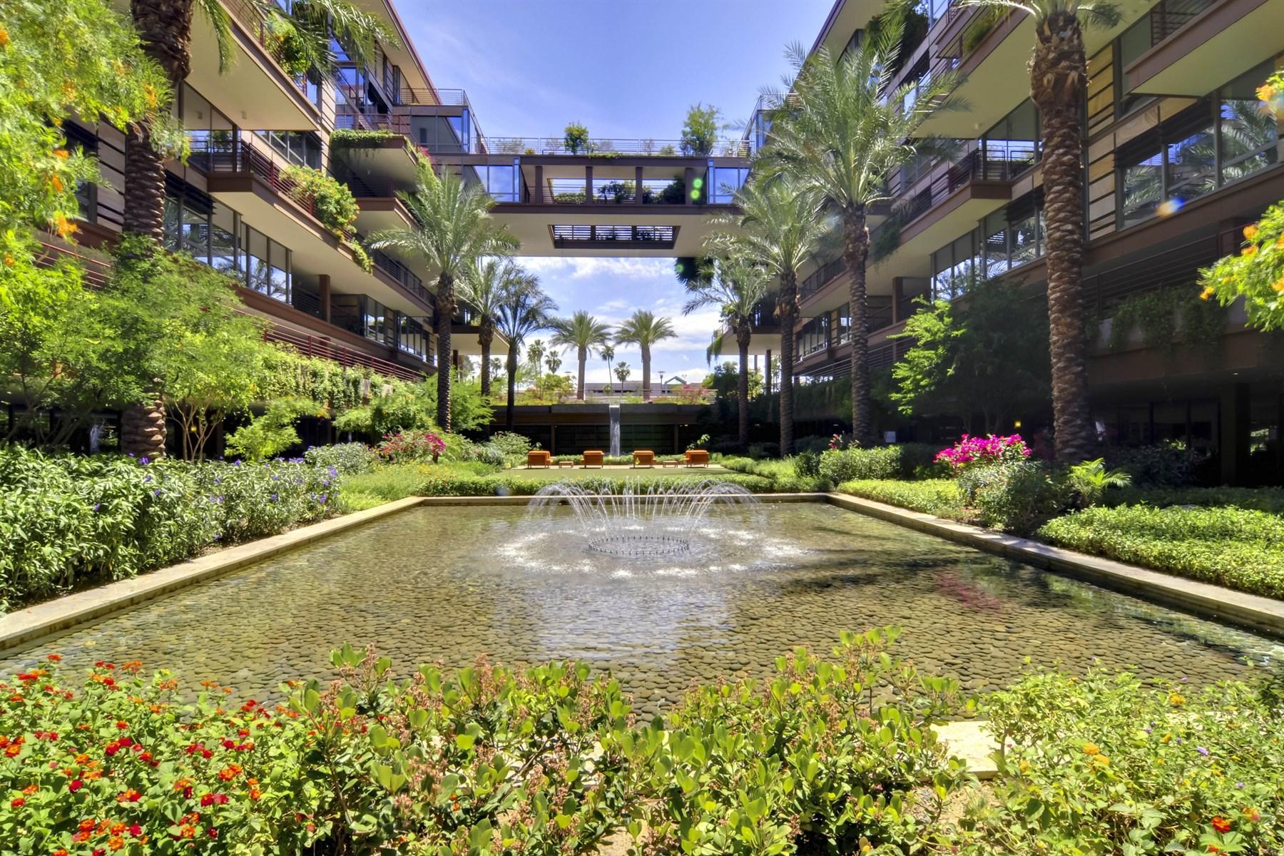 아파트 용 매매 에 Stunning Luxurious Four Bedroom Unit At Optima Camelview 7167 E Rancho Vista Drive #4014 Scottsdale, 아리조나 85251 미국