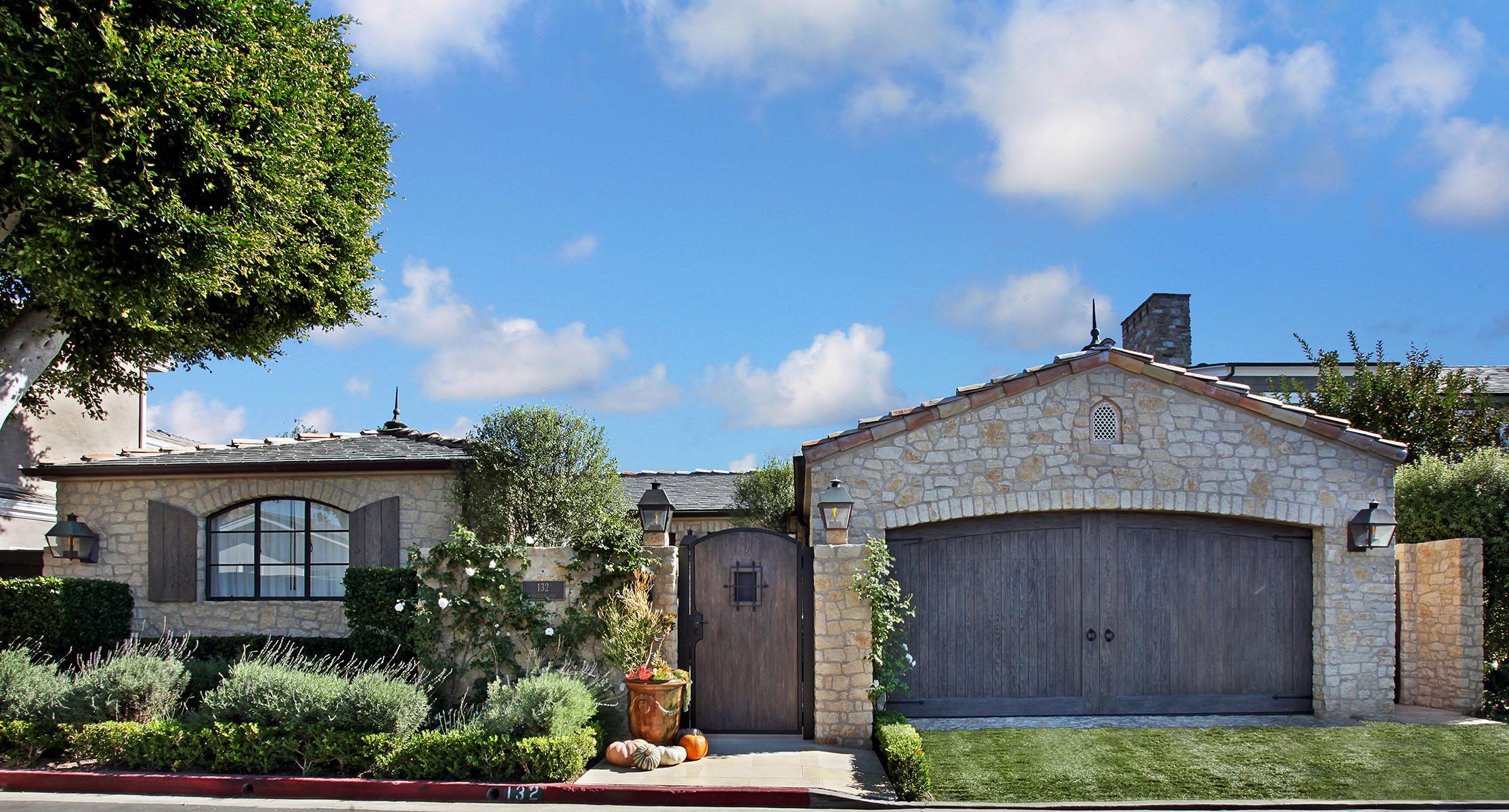 Частный односемейный дом для того Продажа на 132 Emerald Bay Laguna Beach, Калифорния 92651 Соединенные Штаты