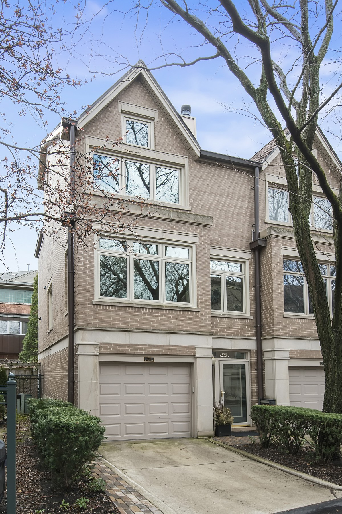 sales property at Lincoln Park Townhome