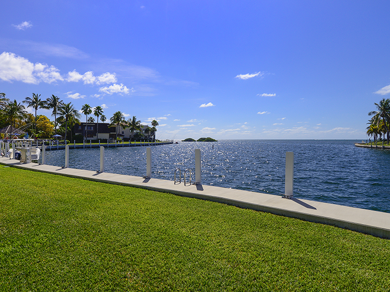 Copropriété pour l Vente à Oceanfront Condominium Living at Ocean Reef 85 Snapper Lane, Unit B Ocean Reef Community, Key Largo, Florida, 33037 États-Unis