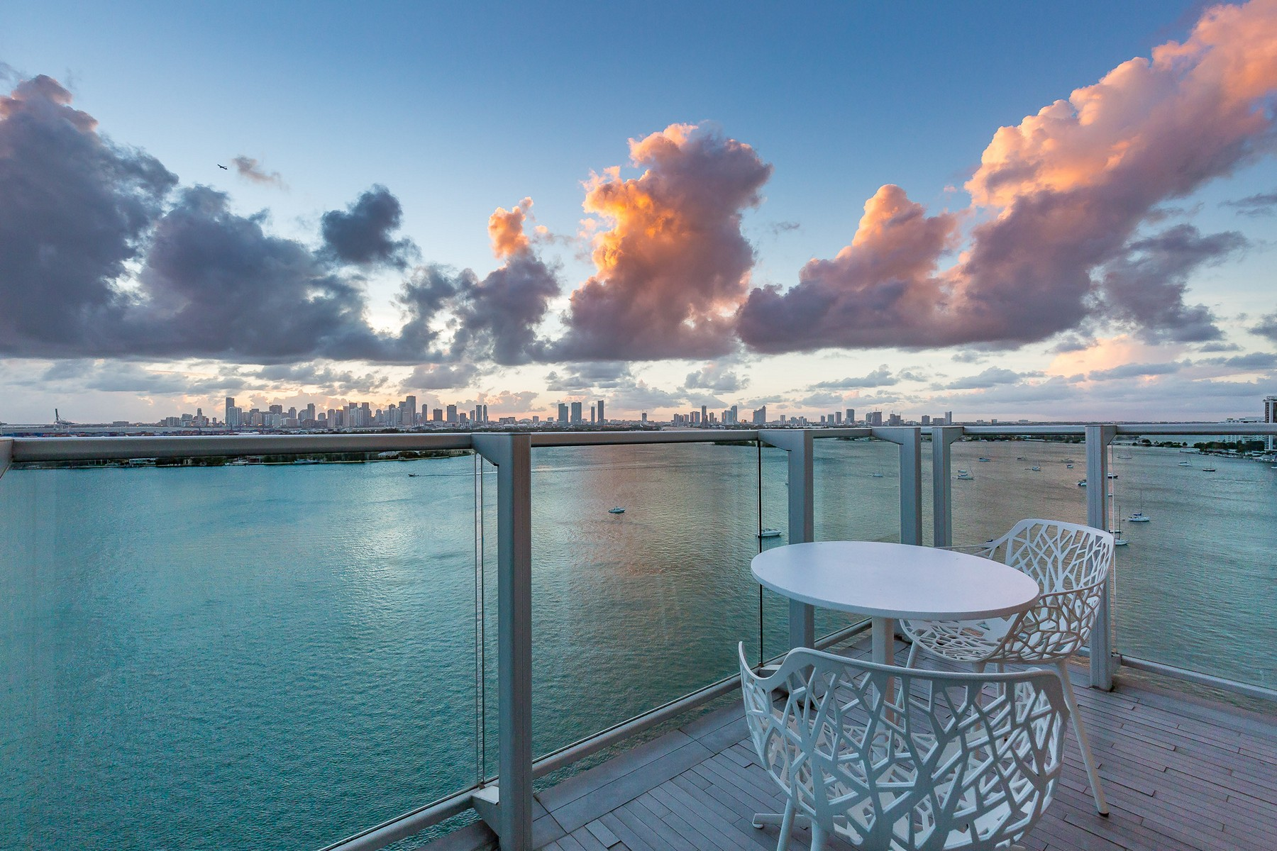 Piso por un Venta en 1100 West Ave PH1616 1100 West Ave #PH1616 Miami Beach, Florida 33139 Estados Unidos