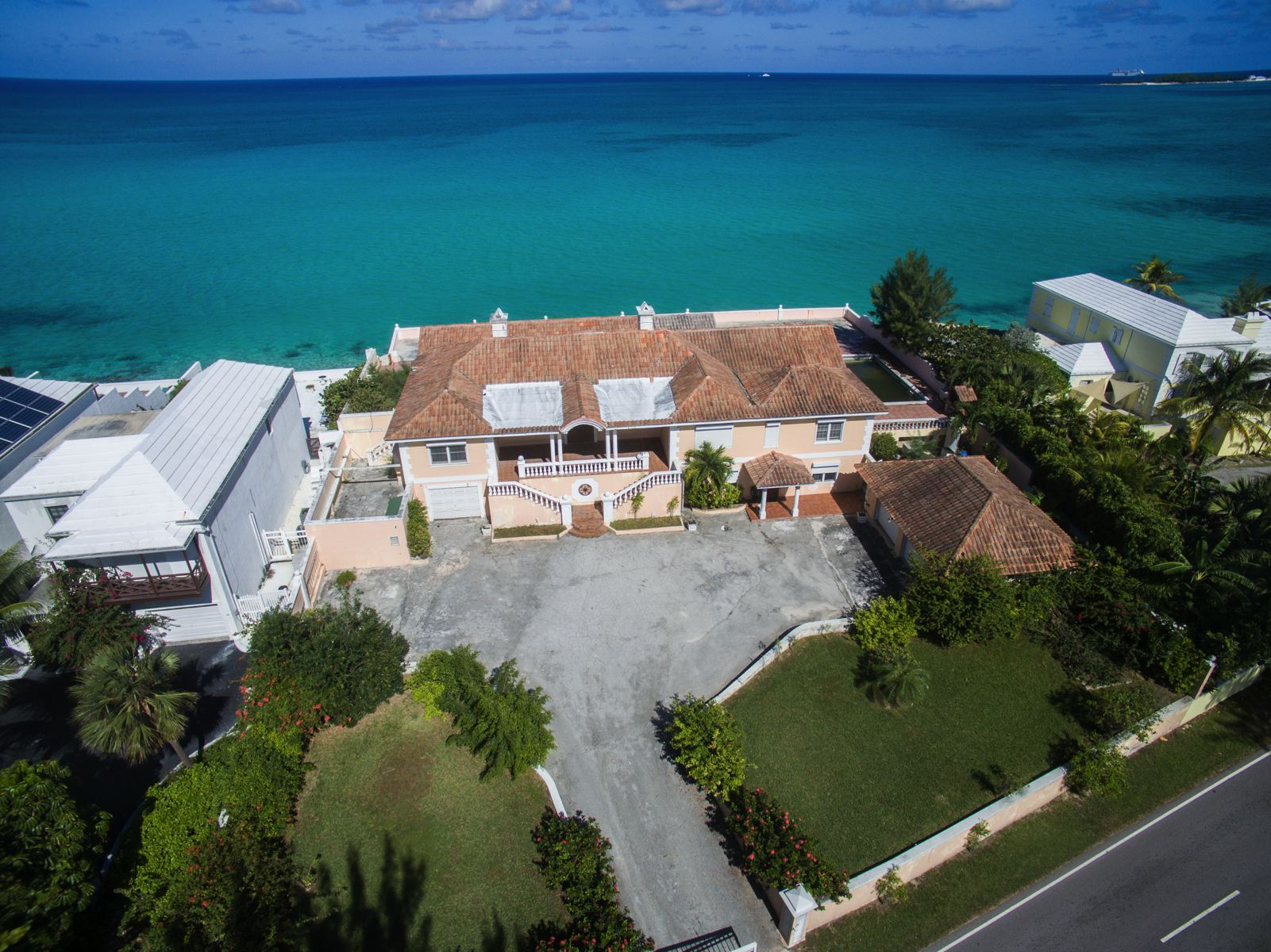 Additional photo for property listing at Oceanfront Property on West Bay Street Cable Beach, Nassau And Paradise Island Bahamas