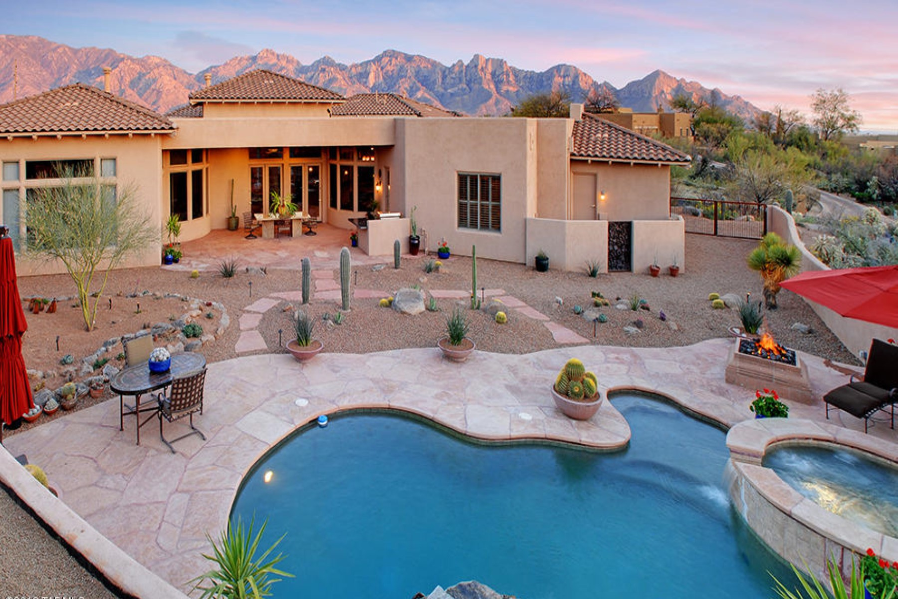 Moradia para Venda às The Estates at Honey Bee Ridge. 737 E Cool Mist Drive Oro Valley, Arizona 85755 Estados Unidos