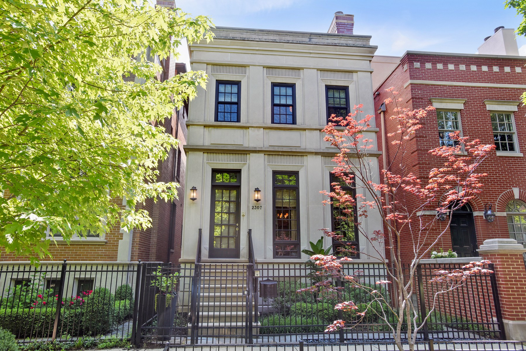 Частный односемейный дом для того Продажа на Stunning 6 Bedroom on Tree-Lined Street 2307 N Janssen Avenue Lincoln Park, Chicago, Иллинойс, 60614 Соединенные Штаты