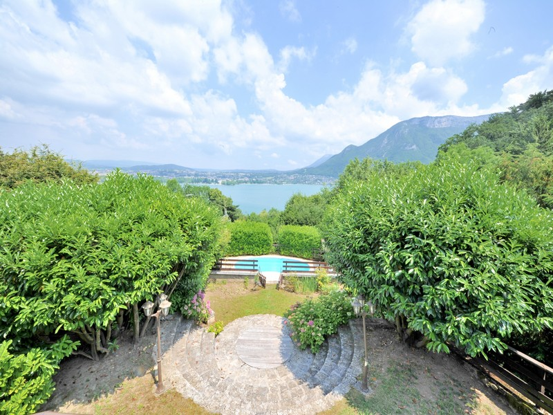 Single Family Home for Sale at Superbe propriété avec vue lac Annecy, Rhone-Alpes 74000 France
