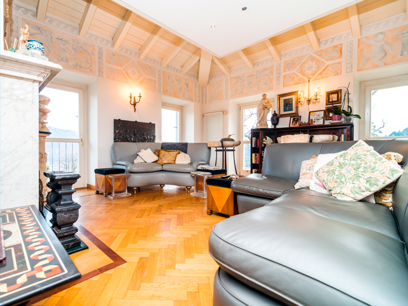 Additional photo for property listing at Stylish penthouse apartment in XIX century villa via Cardano Como, Como 22100 Italia