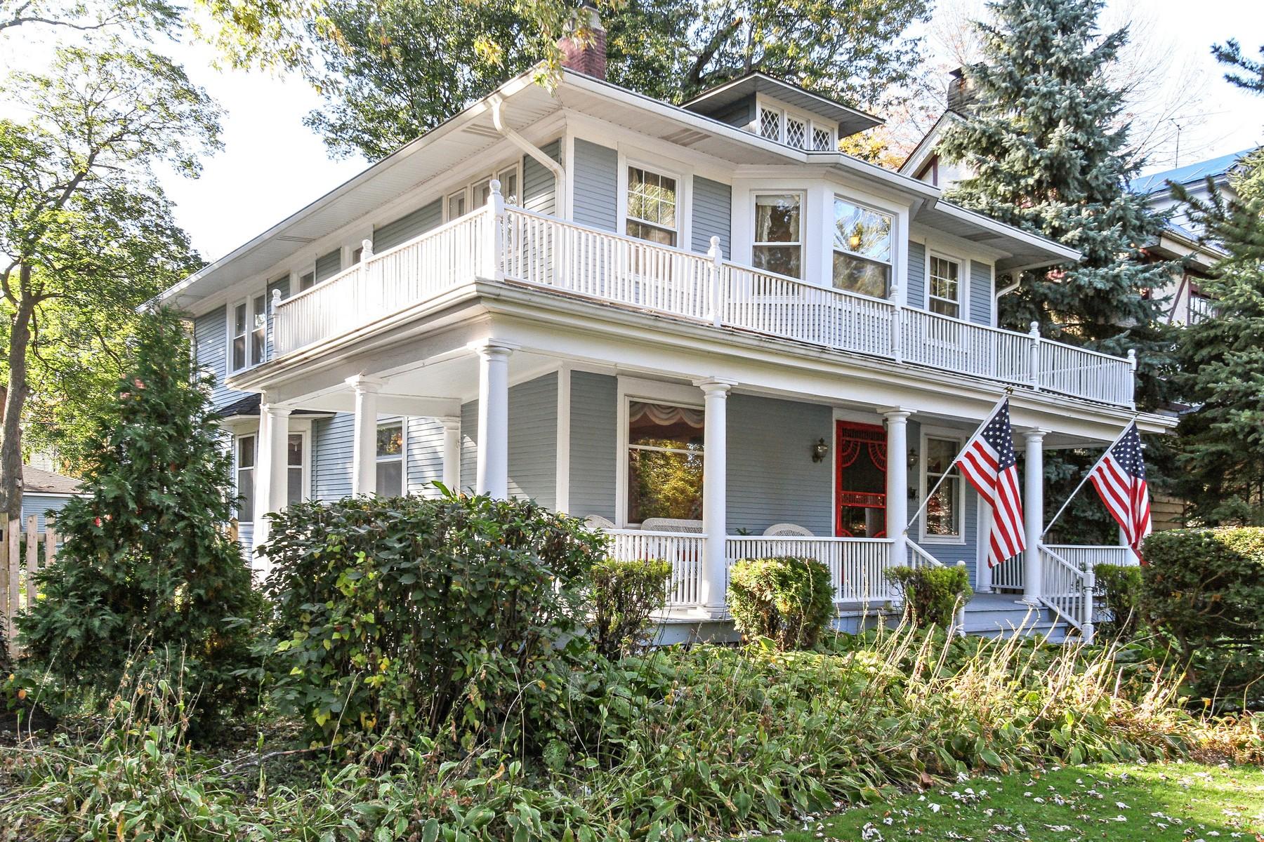 独户住宅 为 销售 在 Historic Masterpiece 9612 S Longwood Drive Beverly, 芝加哥, 伊利诺斯州 60643 美国