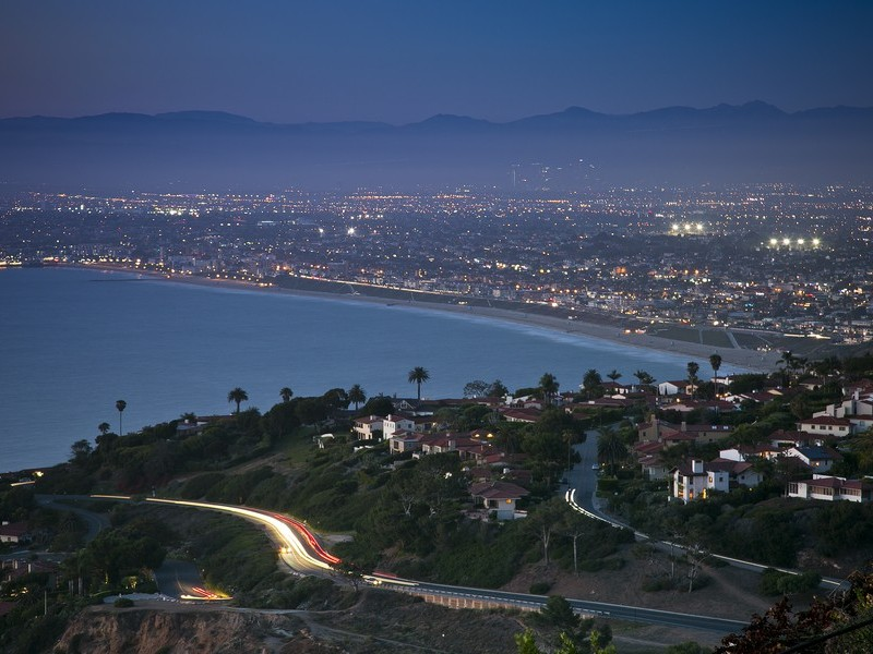 "独户住宅 为 销售 在 Desirable ""New York Hill"" 960 Paseo La Cresta Palos Verdes Estates, 加利福尼亚州 90275 美国"