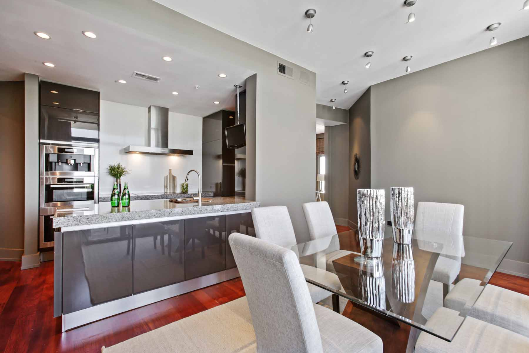 Additional photo for property listing at Stunning Custom Three Bedroom in Ovation 3040 Peachtree Road NW No. 1510 Atlanta, Georgien 30305 Usa
