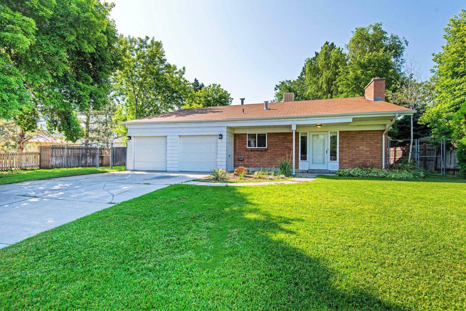 Maison unifamiliale pour l Vente à Great One Level Living 920 East 5290 South Holladay, Utah 84117 États-Unis