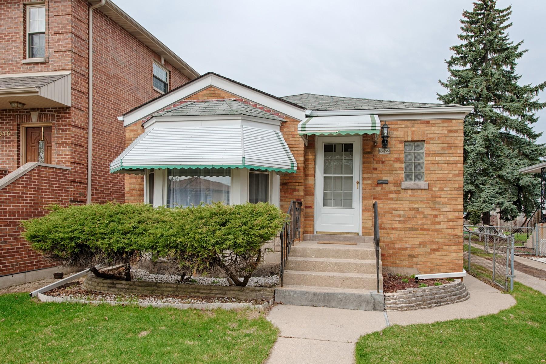 단독 가정 주택 용 매매 에 Beautifully Maintained Ranch 3922 N Ottawa Avenue Chicago, 일리노이즈, 60634 미국