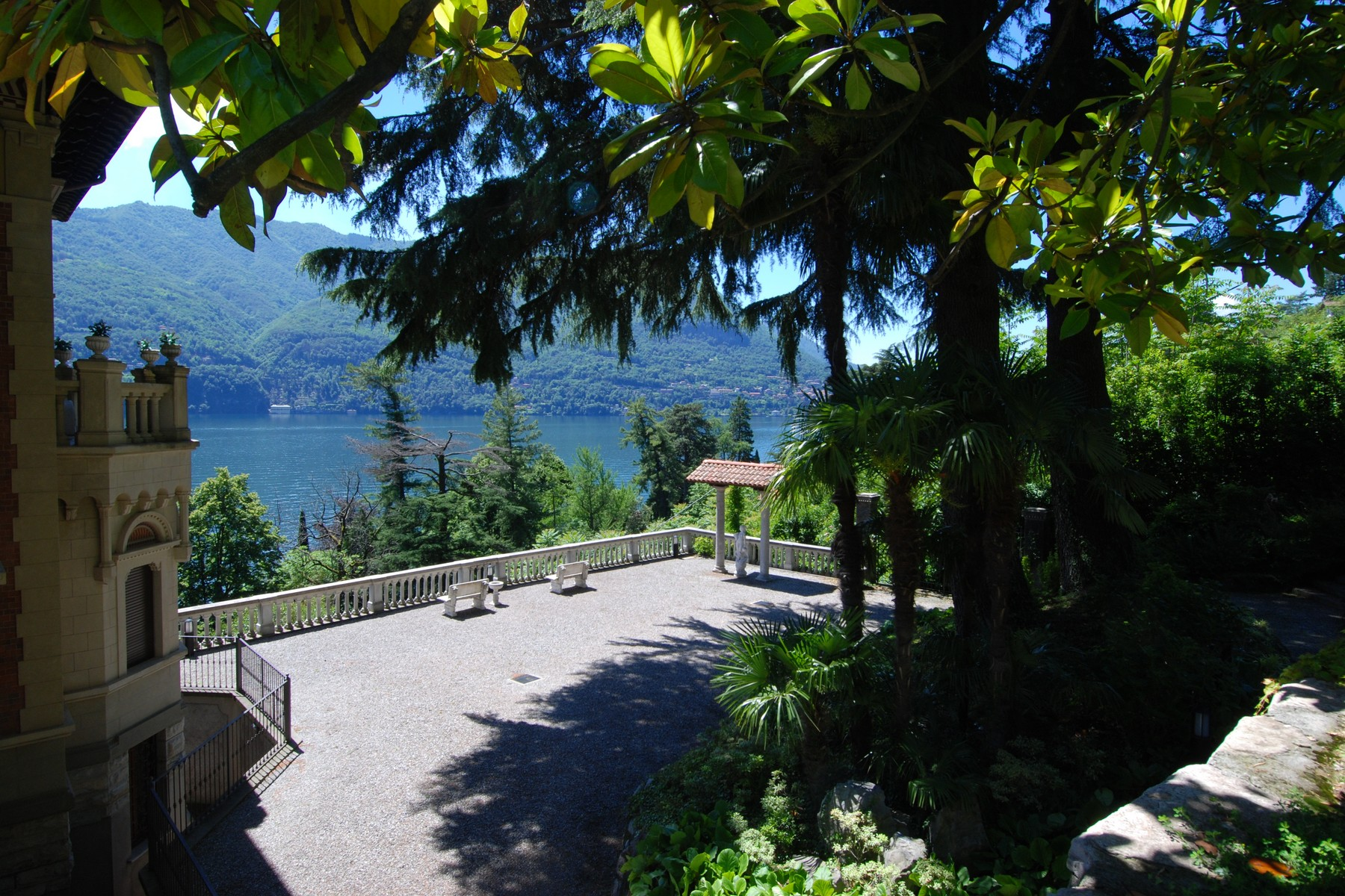 Additional photo for property listing at Penthouse with panoramic watchtower Laglio Laglio, Como 22010 Italien