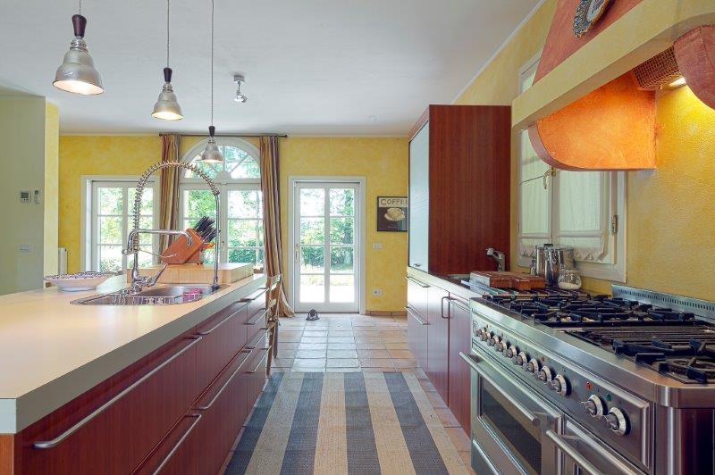 Additional photo for property listing at Incomparable villa with garden in Golf Club Via San Isidoro Bogogno, Novara 28010 Italia