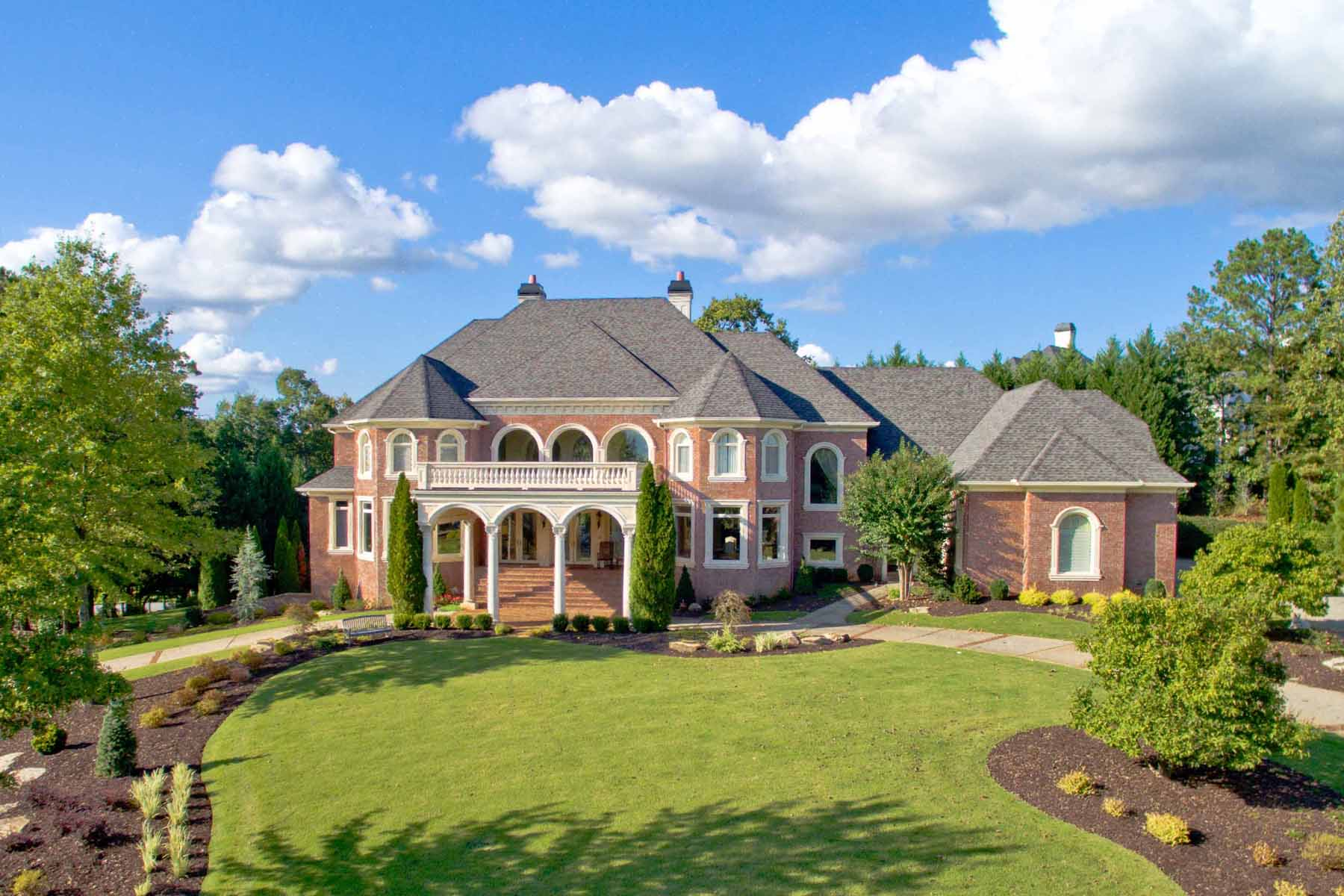 Maison unifamiliale pour l Vente à Extraordinary European Elegance in Country Club of the South 1005 Leadenhall Street Alpharetta, Georgia, 30022 États-Unis