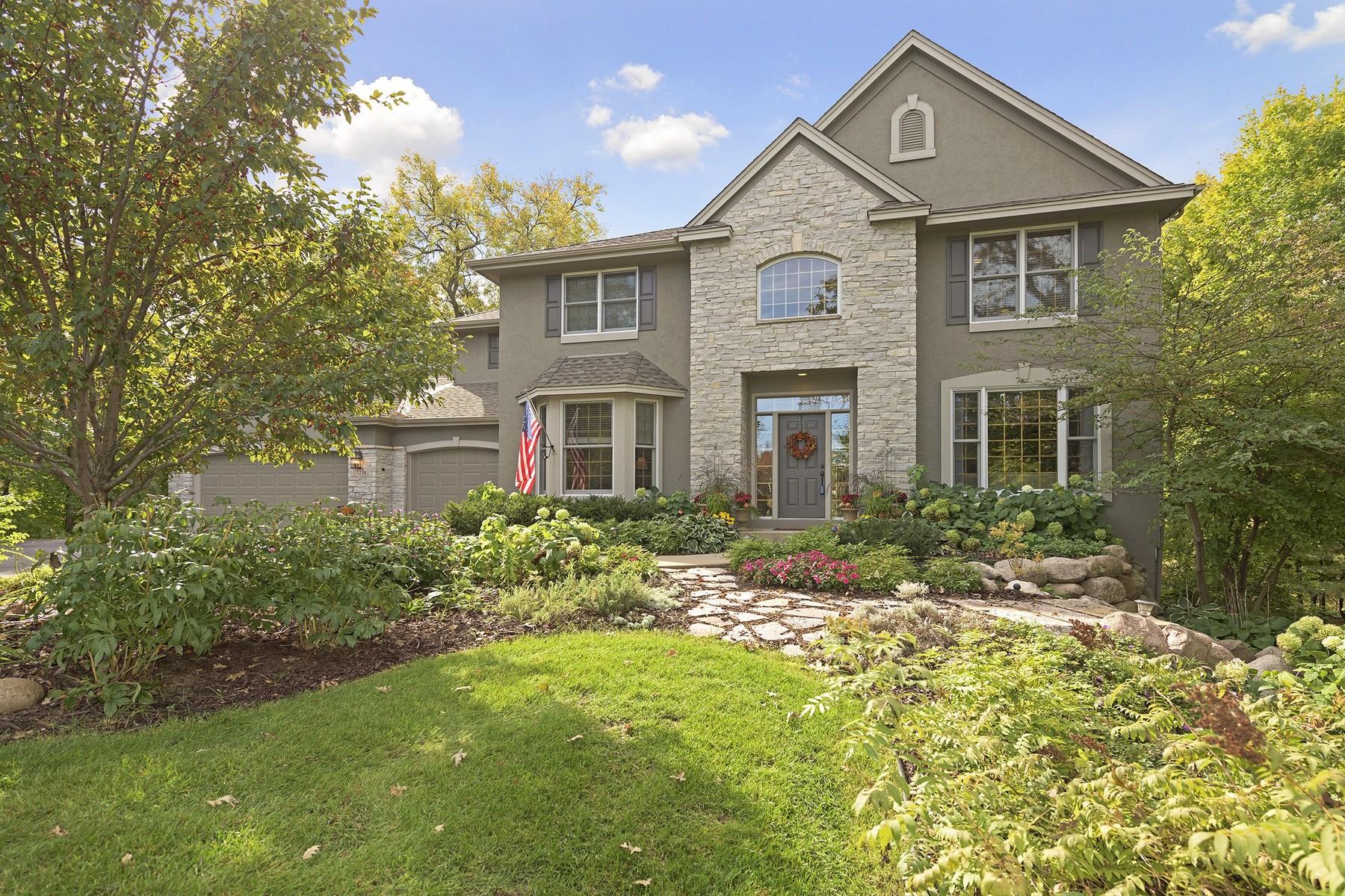 Maison unifamiliale pour l Vente à 7238 Lodgepole Point Chanhassen, Minnesota 55317 États-Unis
