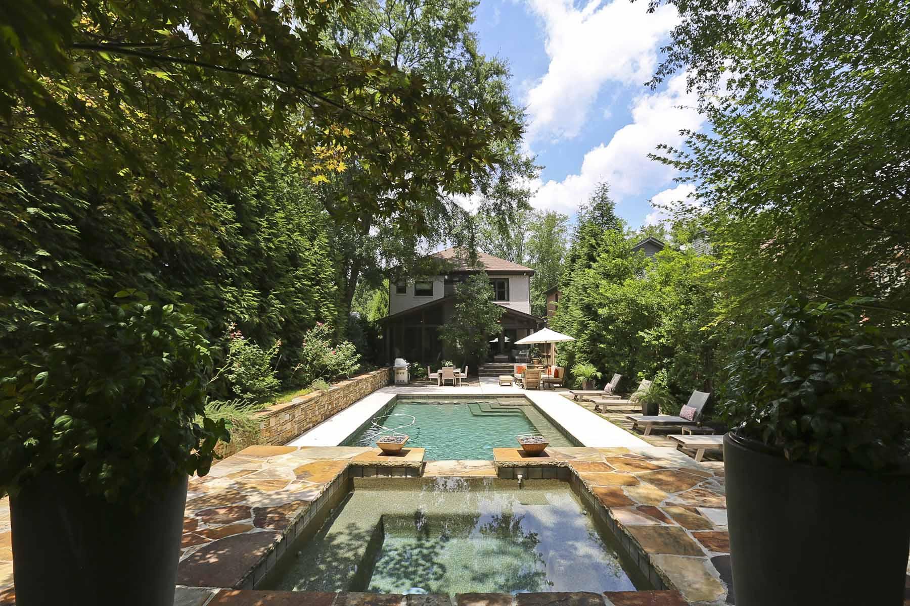Casa Unifamiliar por un Venta en Stunning Brookhaven Residence 1269 Sylvan Circle NE Atlanta, Georgia 30319 Estados Unidos