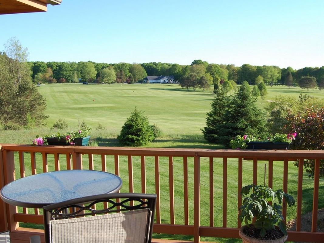Nhà chung cư vì Bán tại A Golfer's Dream 5057 Hallenius Road Unit #9 Gaylord, Michigan 49735 Hoa Kỳ