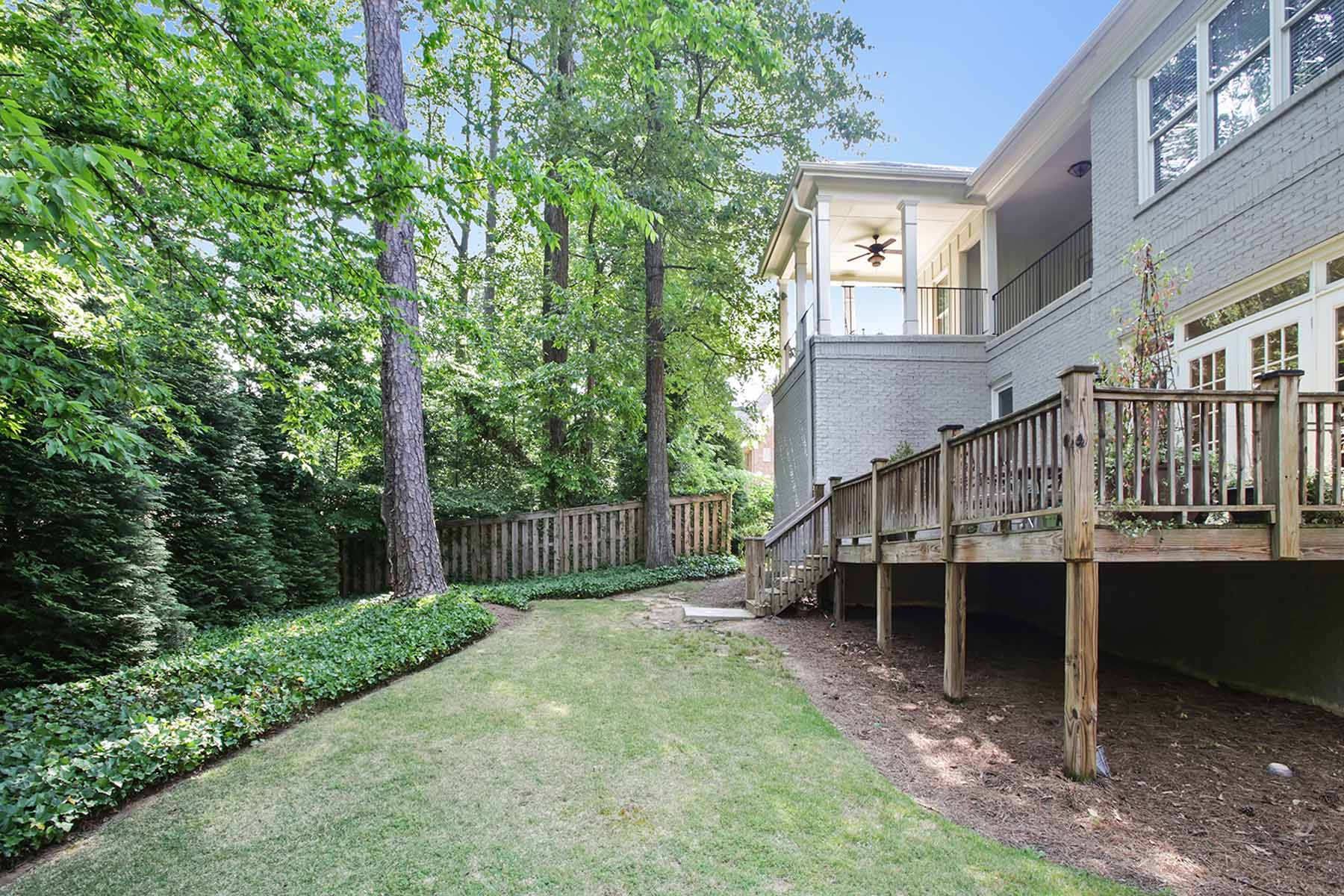 Additional photo for property listing at Excellent Executive Home 1712 Logans Knoll NE Atlanta, Georgia 30329 United States