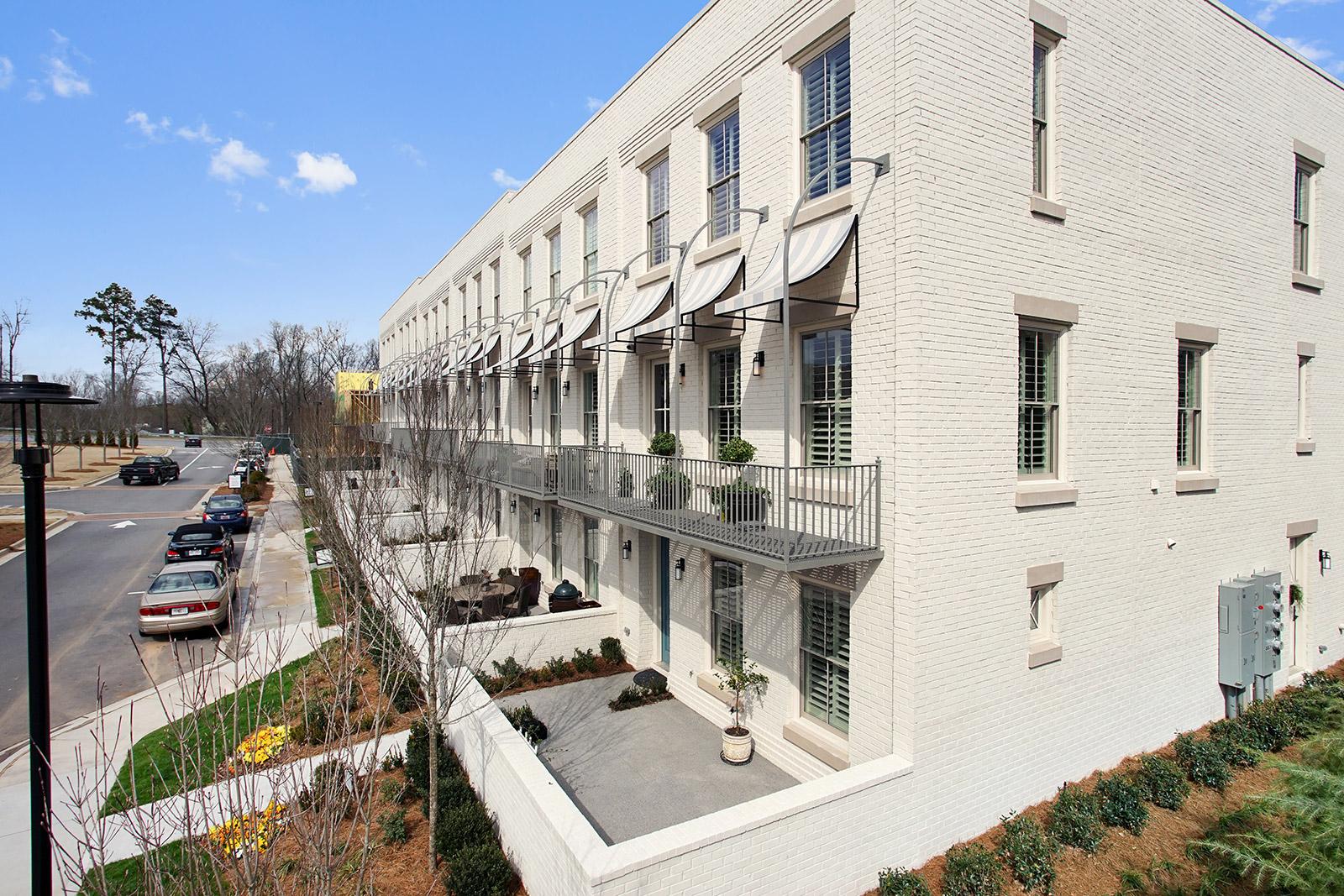 Villa per Vendita alle ore Extraordinary Living at Avalon 889 3rd Street Alpharetta, Georgia, 30009 Stati Uniti