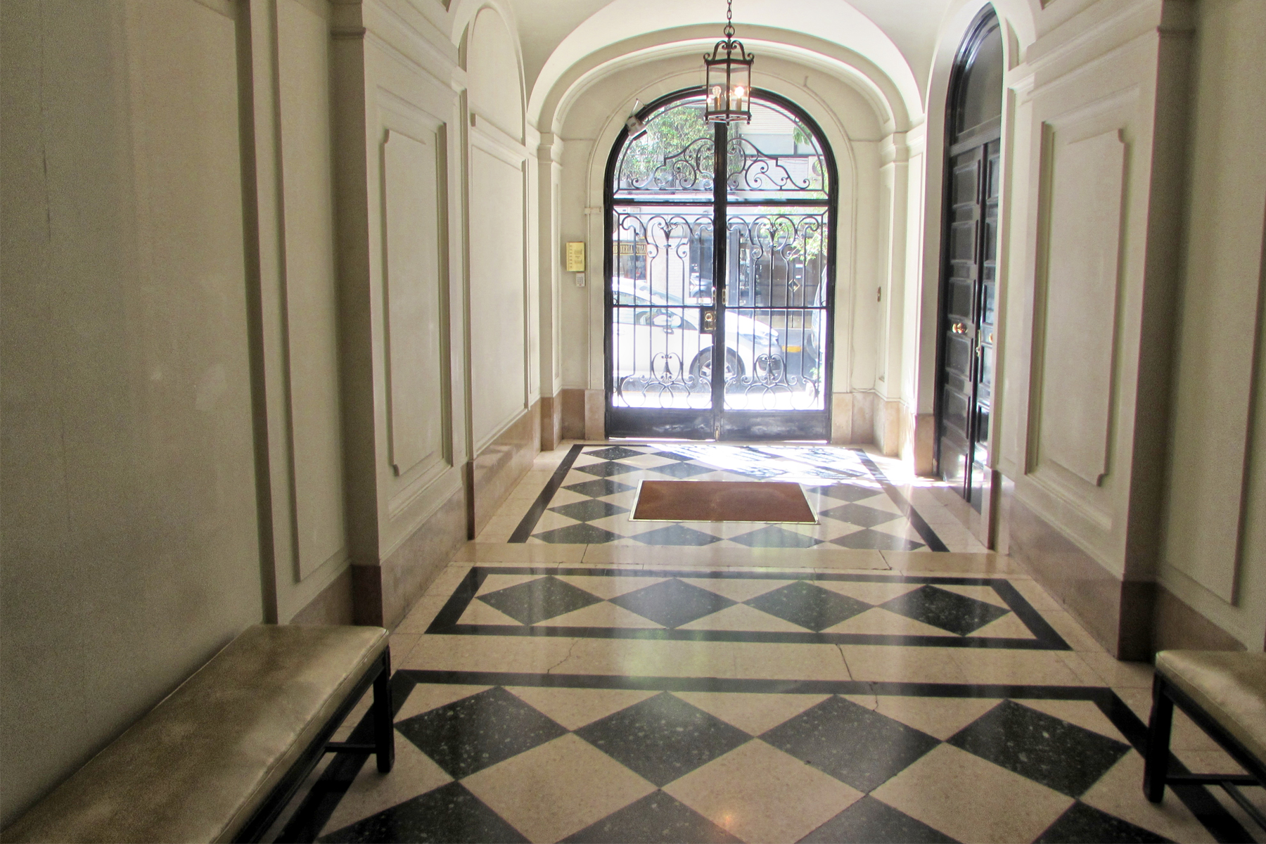 rentals property at Outstanding apartment on French building