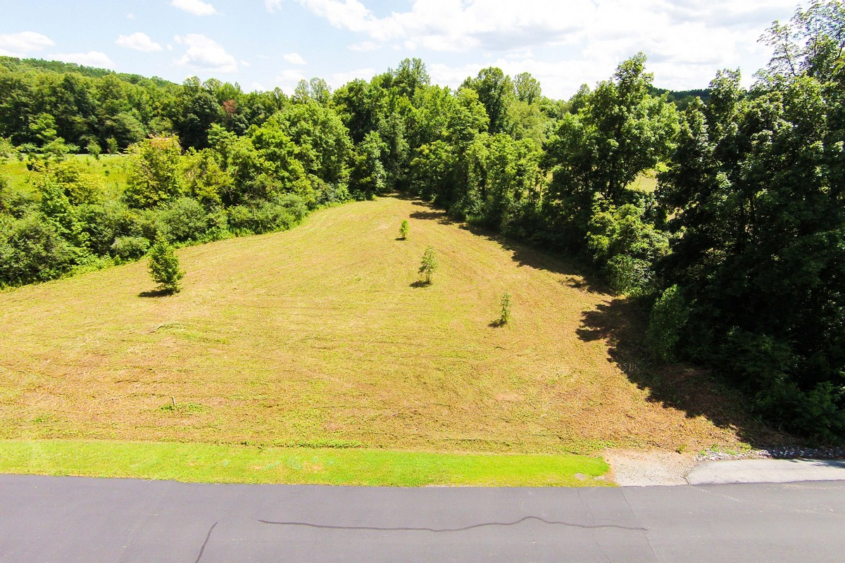 토지 용 매매 에 5 Acres of Riverfront Pasture 10 River Crest Parkway Rutherfordton, 노스캐놀라이나 28139 미국