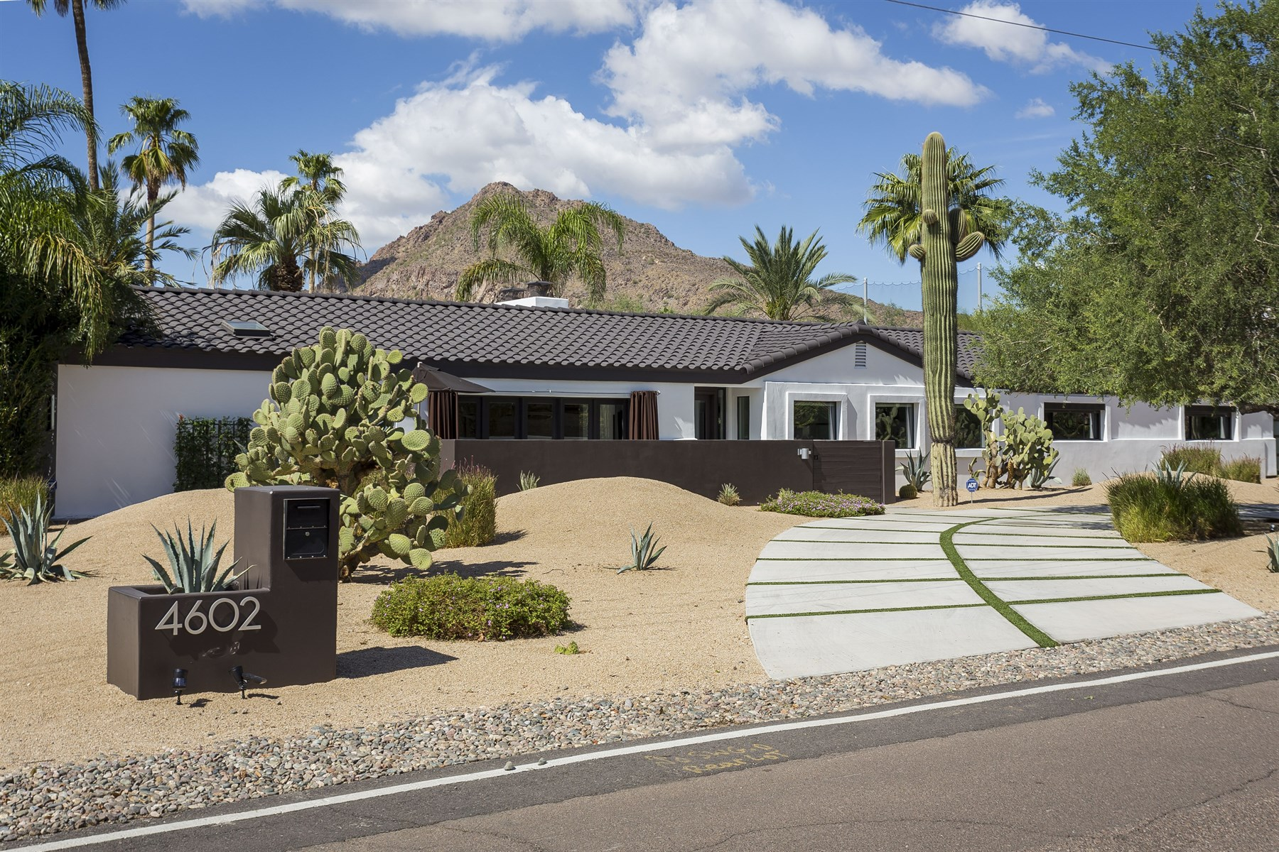 Property For Sale at Gorgeous estate on over an acre in arcadia near old town scottsdale