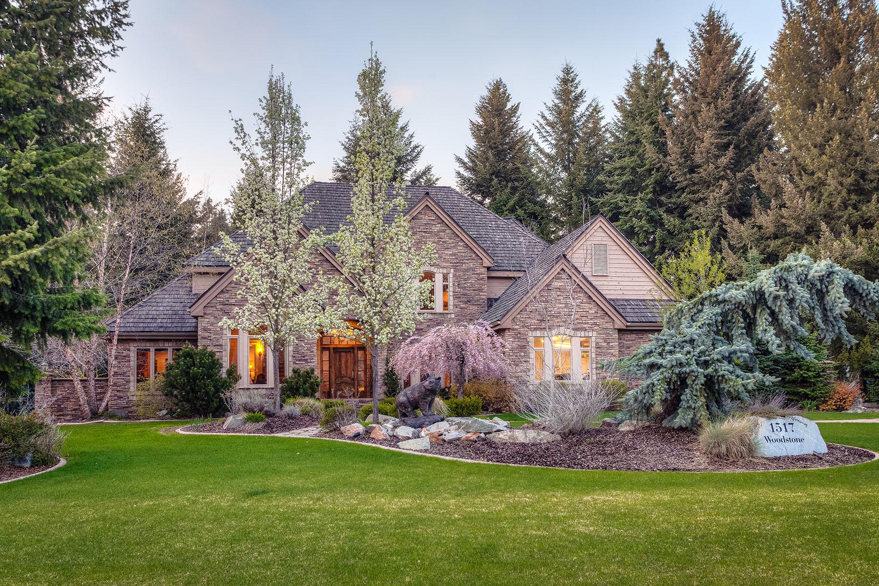 Casa Unifamiliar por un Venta en Two-Story Beauty in Forest Hills 1517 E WOODSTONE DR Hayden, Idaho 83835 Estados Unidos