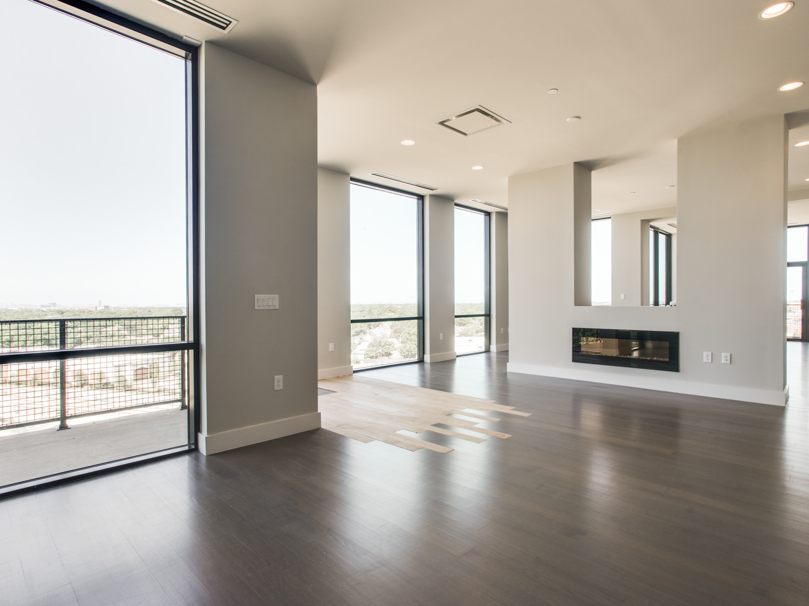 Condominio por un Venta en Luxury Hi Rise 5656 N. Central Expressway #903 Dallas, Texas 75206 Estados Unidos