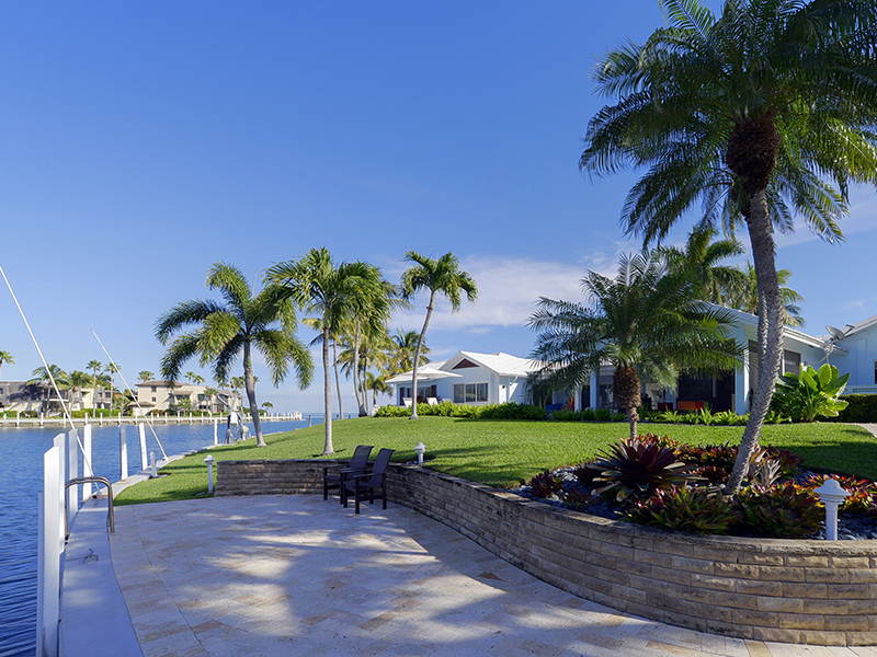Maison unifamiliale pour l Vente à Charming Waterfront Home at Ocean Reef 32 Angelfish Cay Drive Ocean Reef Community, Key Largo, Florida 33037 États-Unis