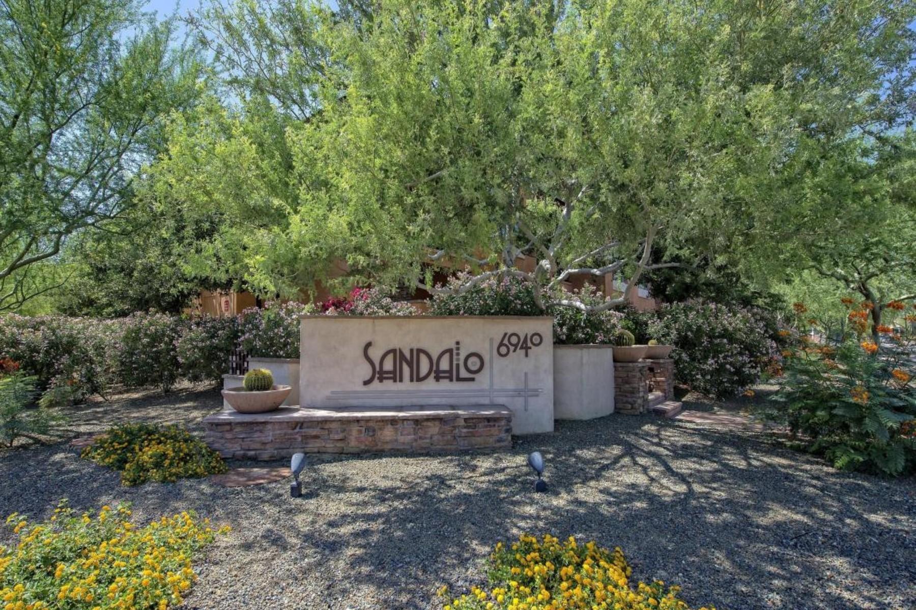 Maison de Ville pour l Vente à Desired quiet, interior three bed three bath unit. 6940 E Cochise RD 1029 Paradise Valley, Arizona 85253 États-Unis