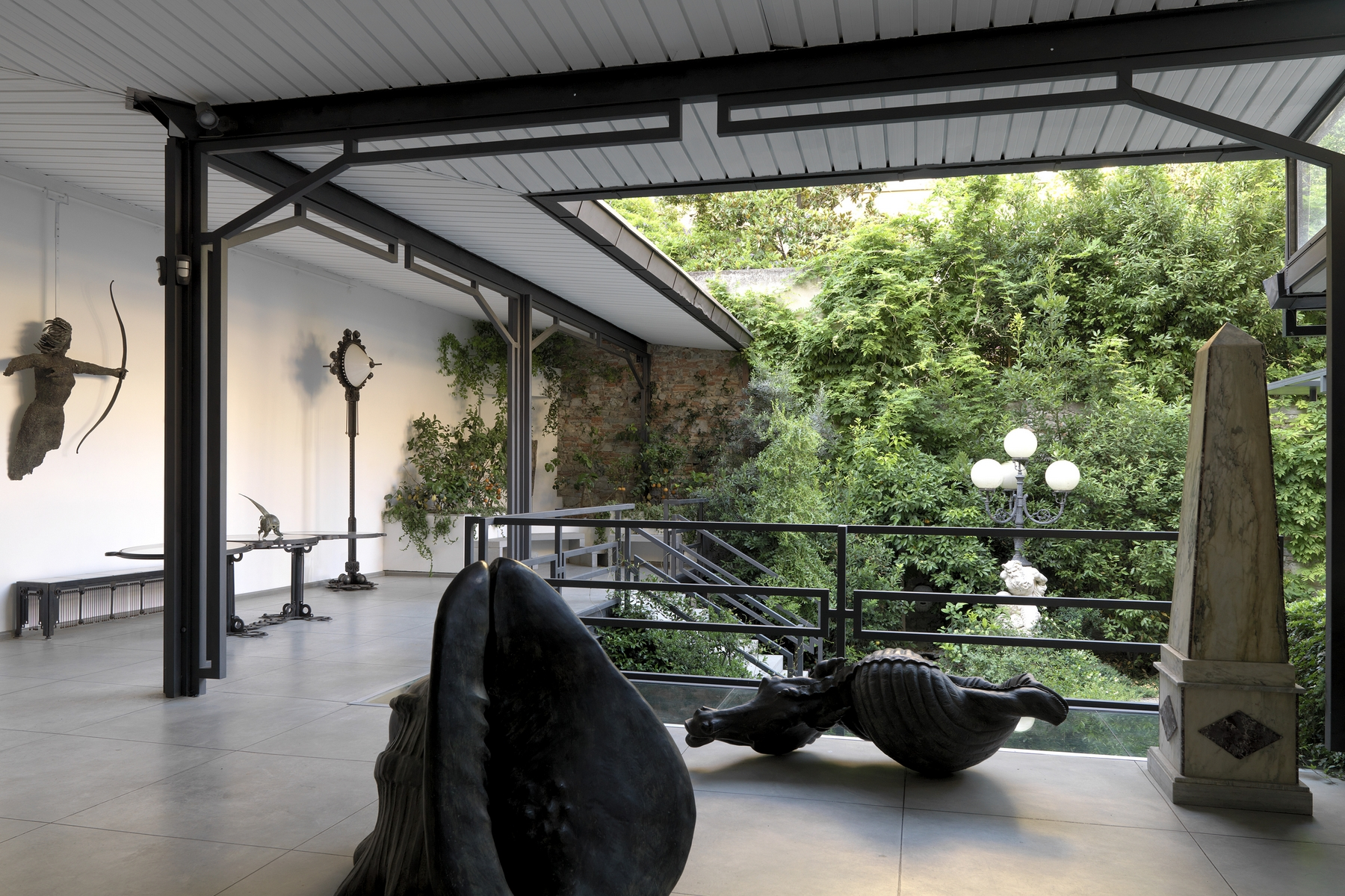 Additional photo for property listing at Design townhouse in historic building Via Magliabechi Firenze, Florence 50100 Italy