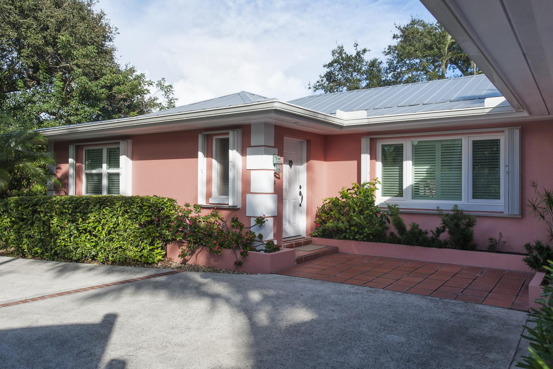 独户住宅 为 销售 在 Live 2 Blocks From Beach in Bethel Isle 4702 Sunset Drive Vero Beach, 佛罗里达州 32963 美国