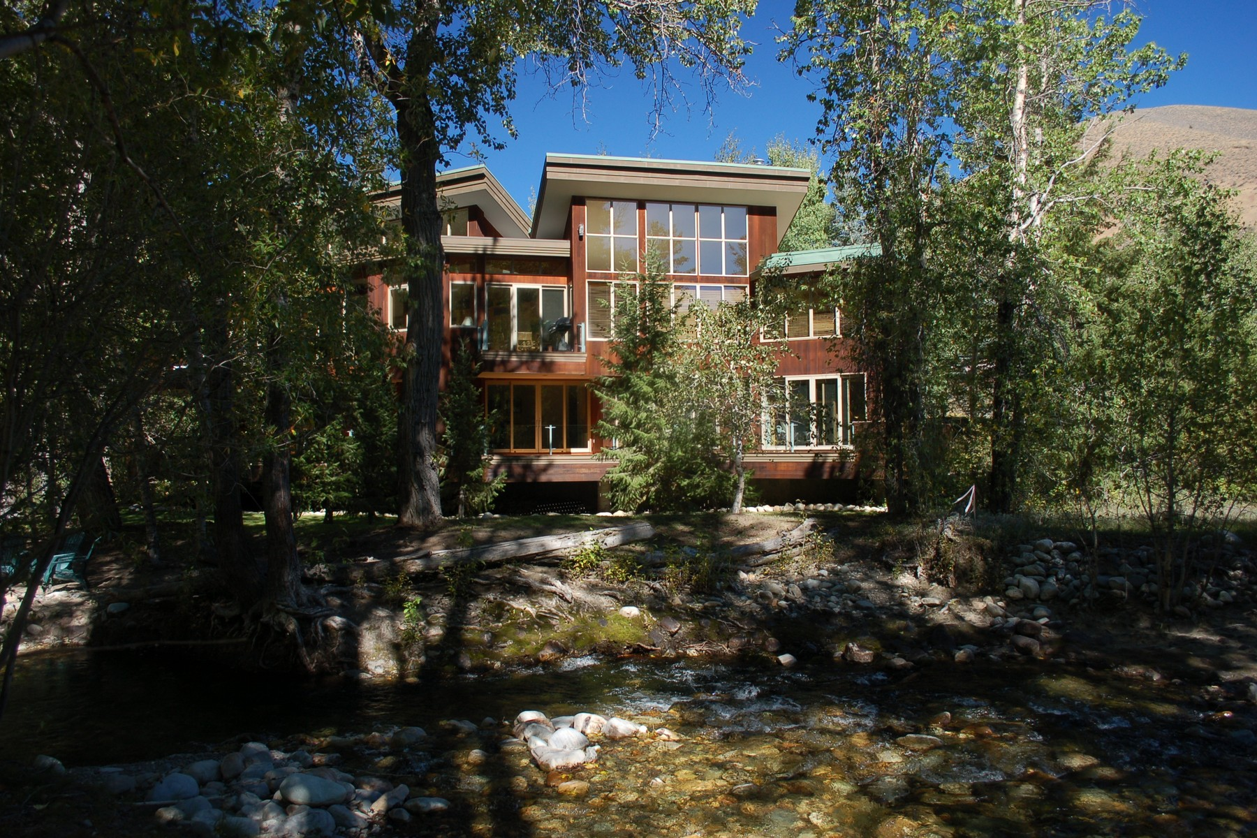 Additional photo for property listing at Classic, Contemporary Riverfront 126 Timberline Road Hailey, Idaho 83333 United States