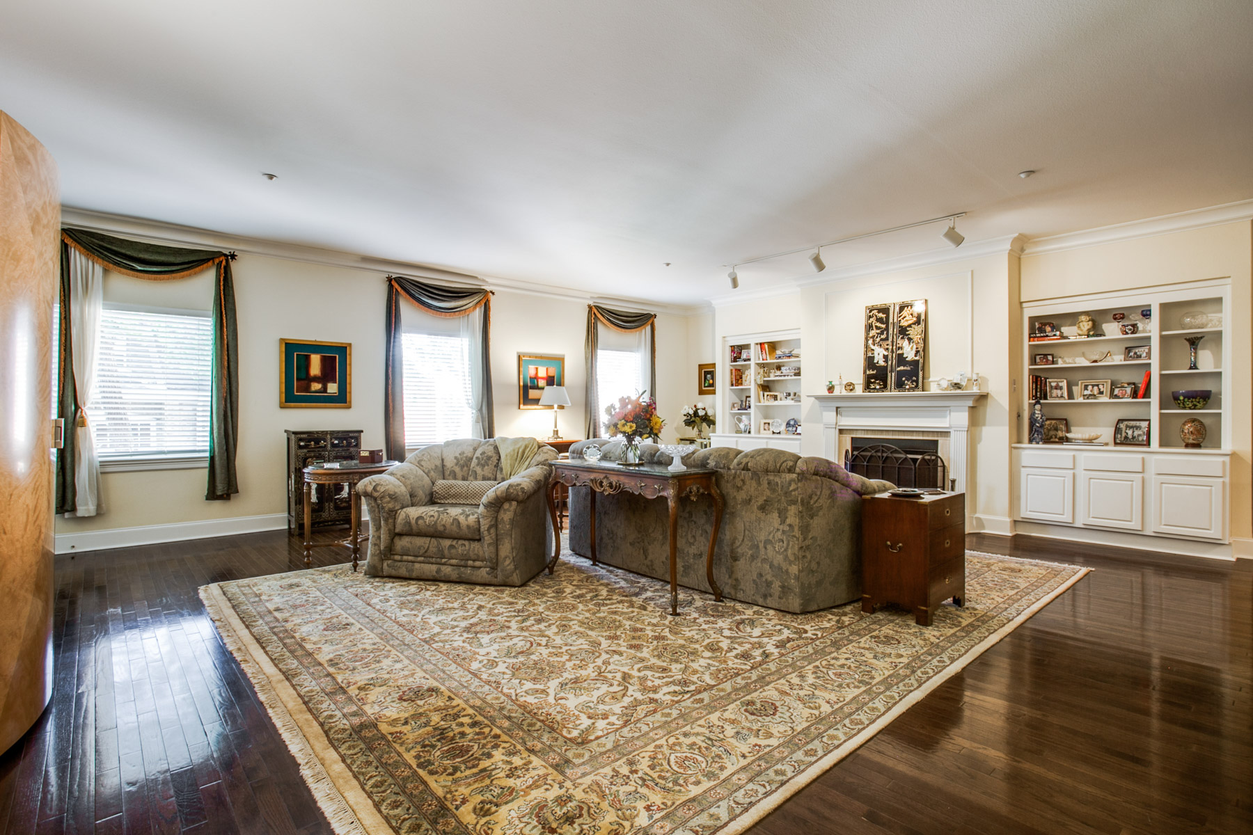 sales property at 4242 Lomo Alto Drive S38, Dallas