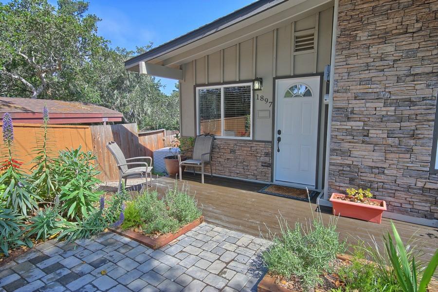 Villa per Vendita alle ore Dorking Beach House 1897 Dorking Cambria, California 93428 Stati Uniti