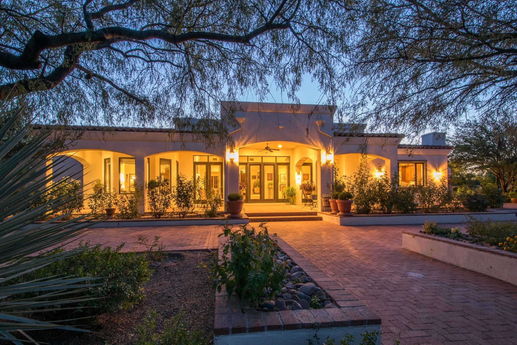 Maison unifamiliale pour l Vente à Stunning Custom Built Home at the north end of Tubac Valley 16 Calle Diaz Tubac, Arizona, 85646 États-Unis