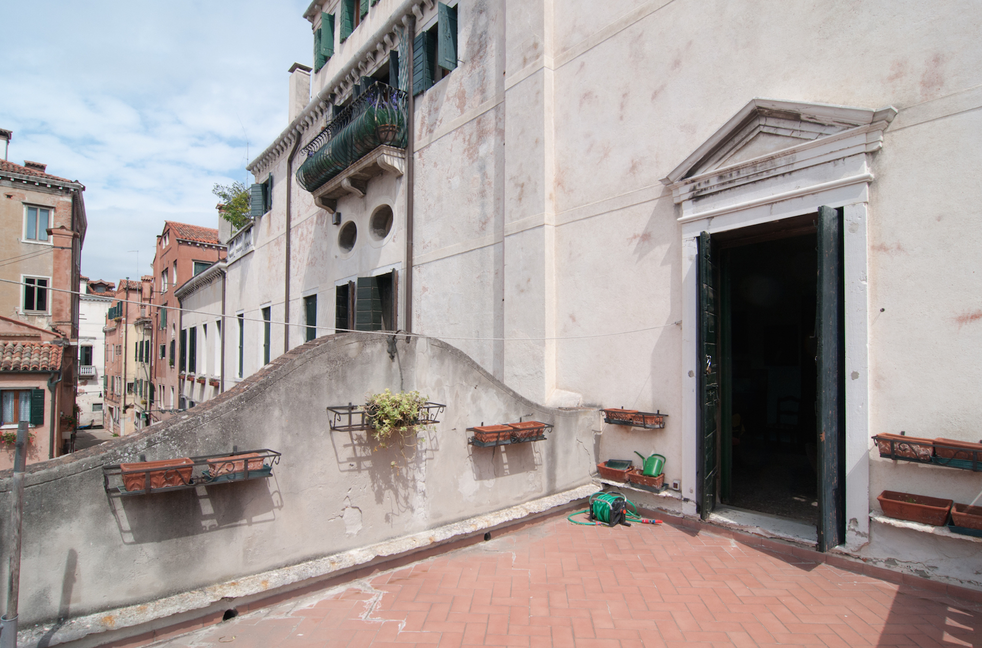 Additional photo for property listing at Historic Piano Nobile with canal views and terrace Cannaregio Venice, Venice Italie