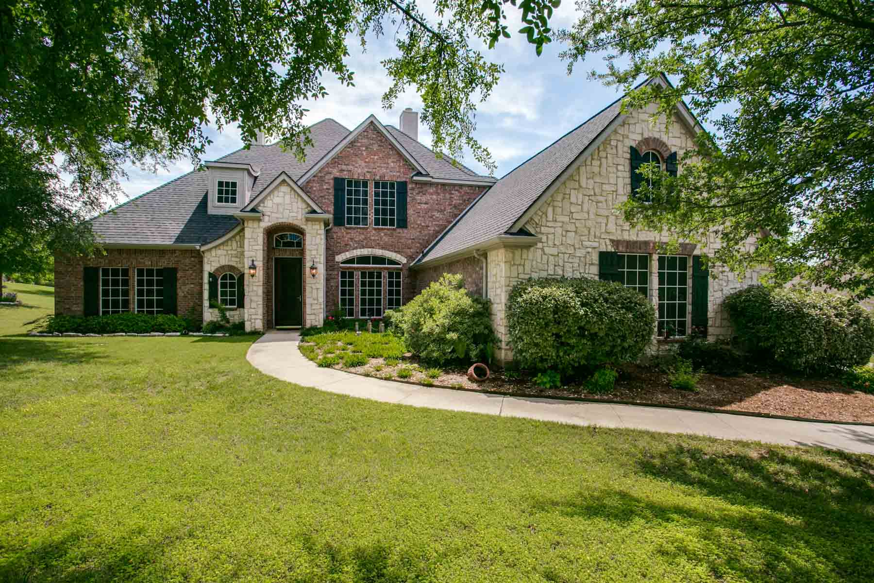 Single Family Home for Sale at One Acre Cul-De-Sac Location 4412 La Cantera Court Fort Worth, Texas, 76108 United States