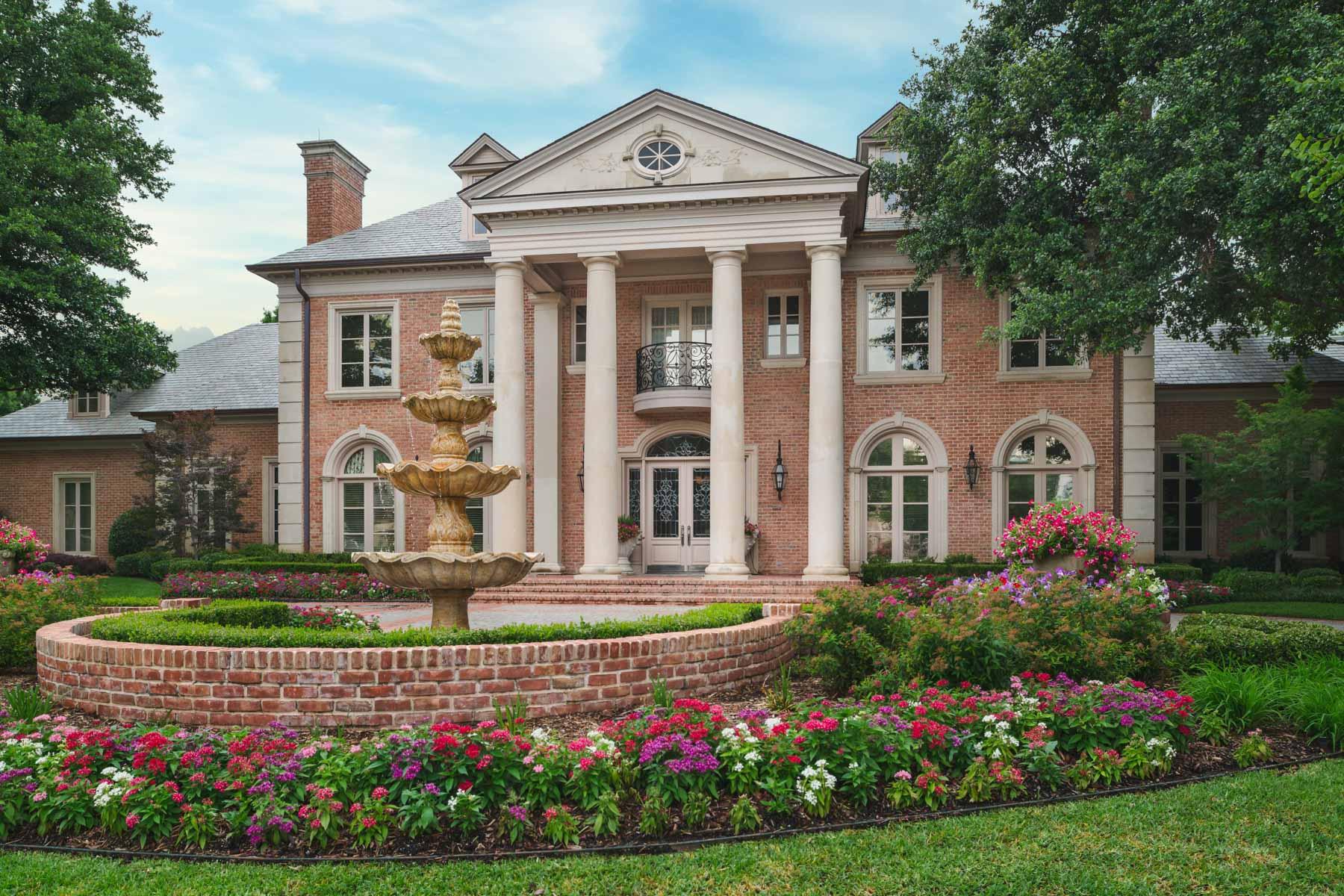 Maison unifamiliale pour l Vente à Willow Bend Country Traditional Estate 5601 Banister Court Plano, Texas, 75093 États-Unis
