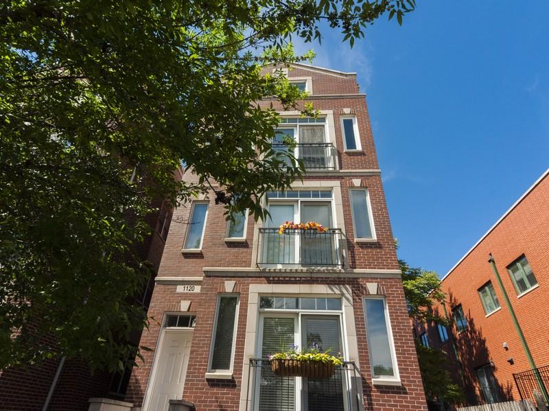 共管式独立产权公寓 为 销售 在 Enormous Sunlit Duplex 1120 W Diversey Parkway #3 Lincoln Park, Chicago, 伊利诺斯州 60614 美国