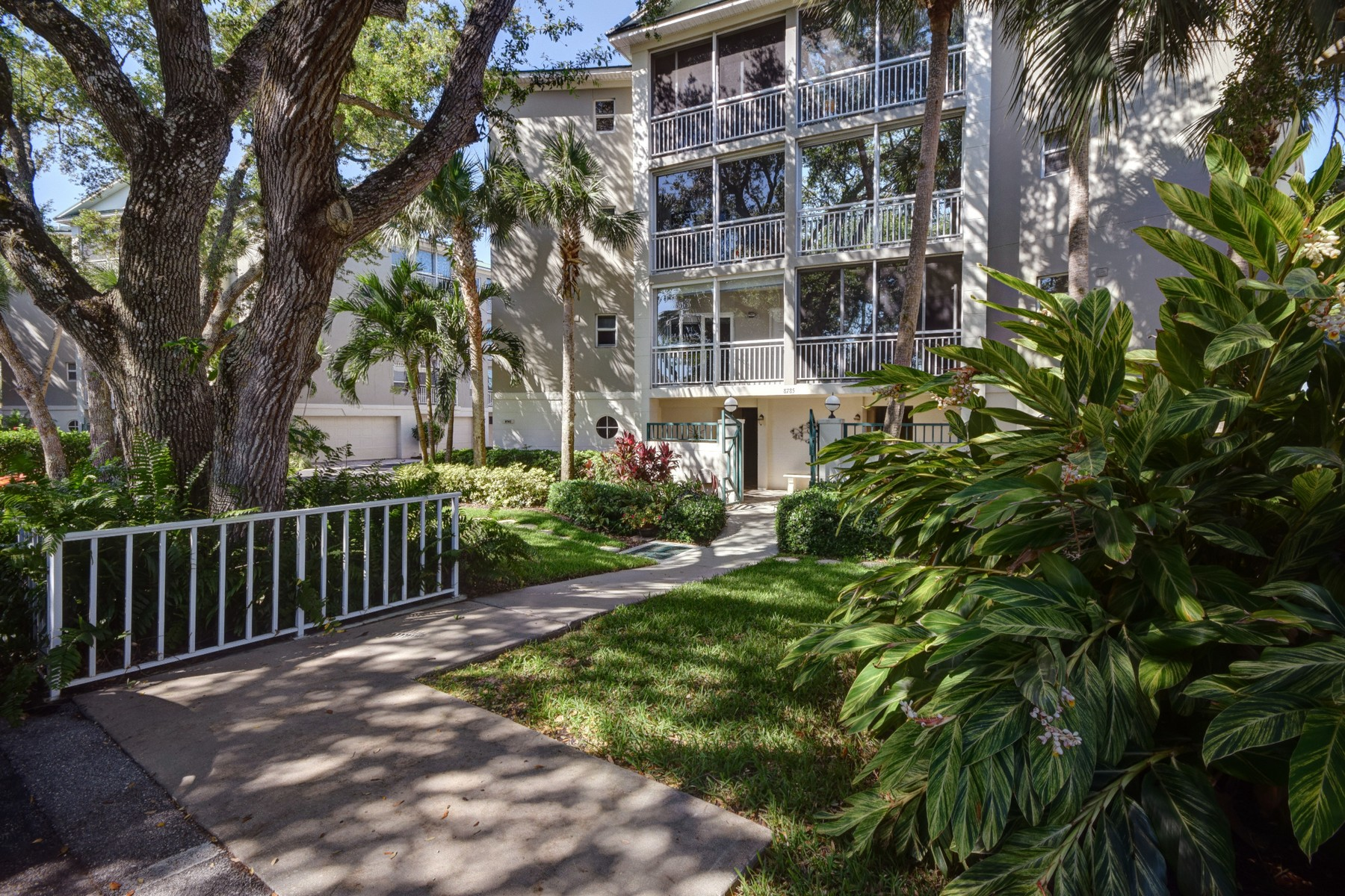 Condominio por un Venta en 3 Bedroom penthouse on river! 8785 Orchid Island Circle W #205 Vero Beach, Florida 32963 Estados Unidos