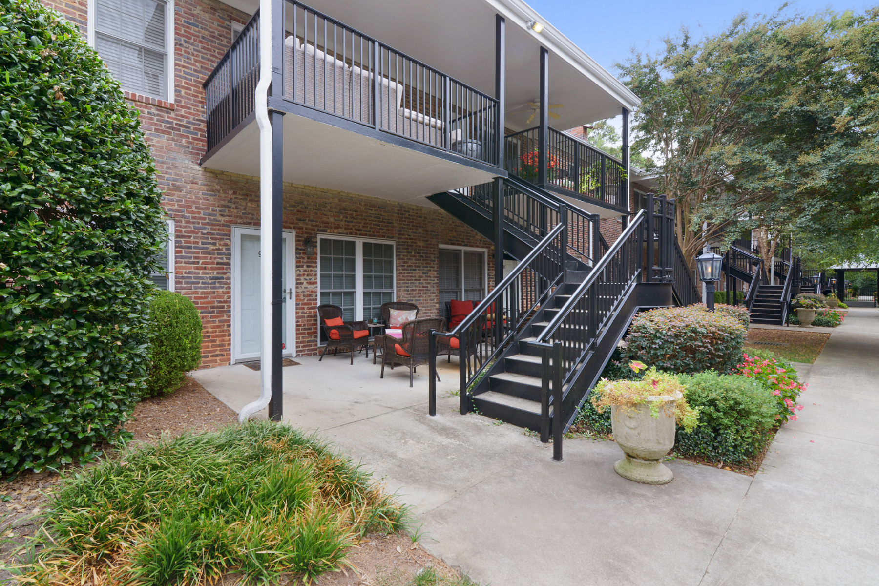 Additional photo for property listing at Move In Ready Condo In Peachtree Orleans 3675 Peachtree Road Unit 44 Atlanta, Джорджия 30319 Соединенные Штаты