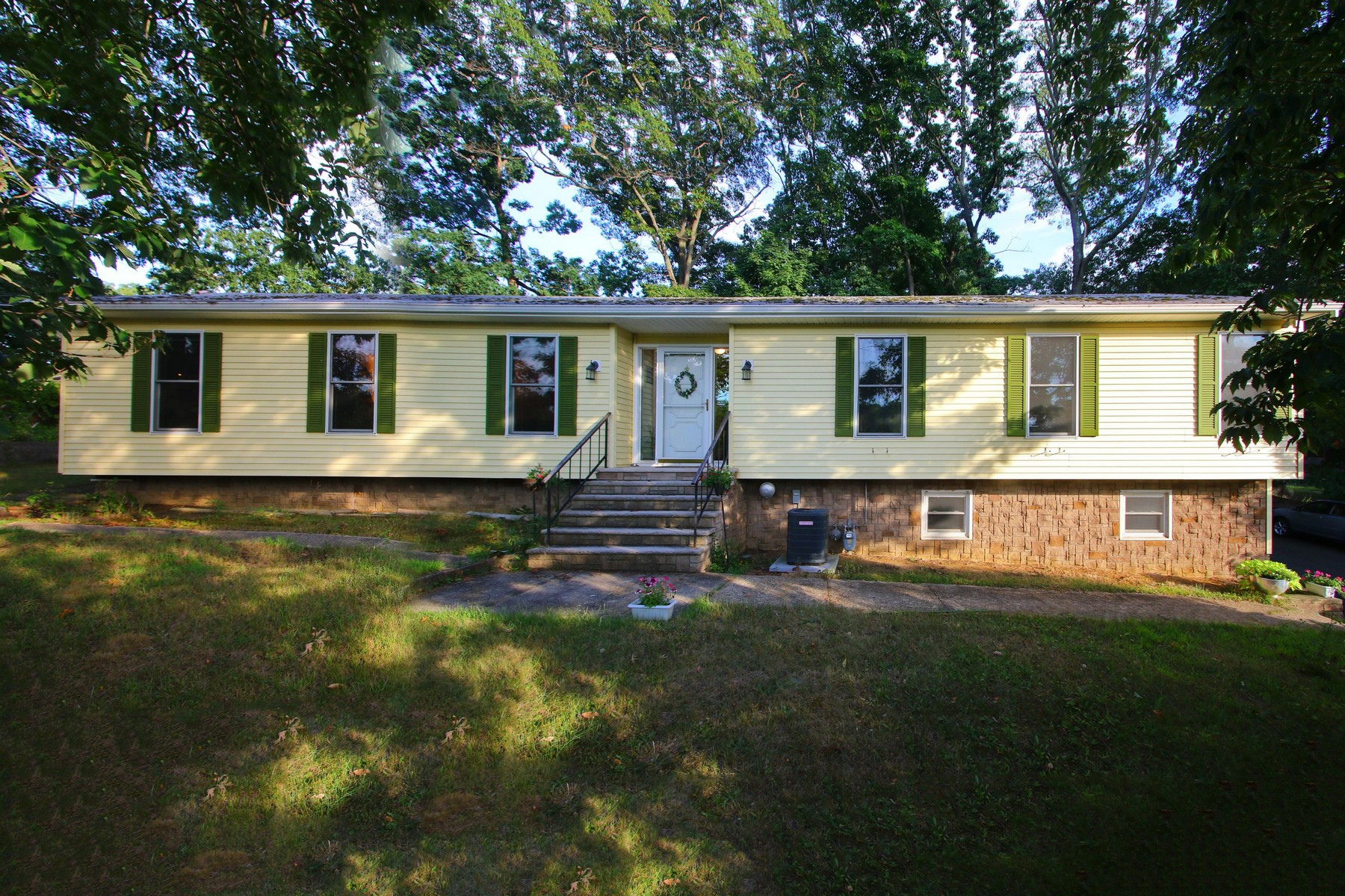 Single Family Home for Sale at Middletown Township Hilton Park Area Ranch 415 Navesink Ave Atlantic Highlands, New Jersey 07716 United States