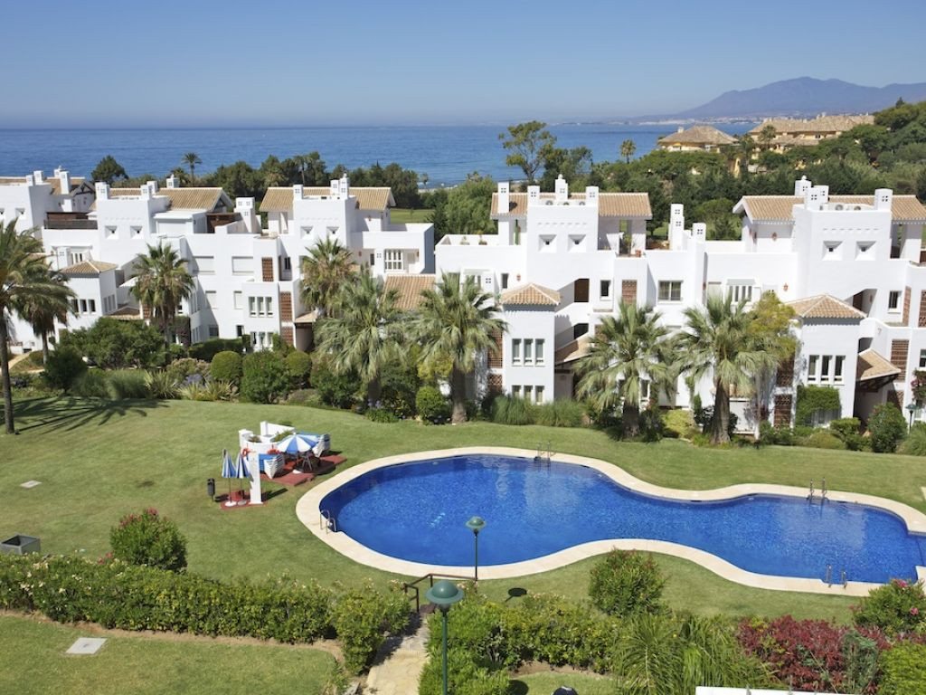 Dôi vì Bán tại Great beachside location Marbella, Andalucia, Tây Ban Nha