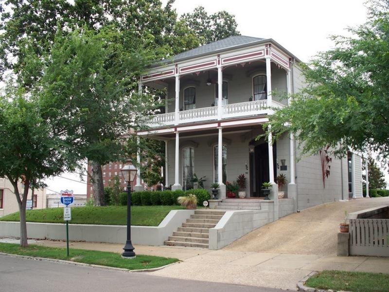 Casa para uma família para Venda às The Davis Mitchell House 901 Crawford St Vicksburg, Mississippi 39180 Estados Unidos