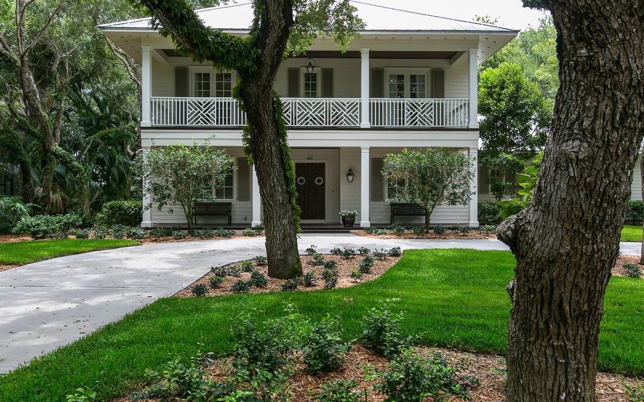 独户住宅 为 销售 在 Timeless & Elegant home in Indian Trails 661 N Tomahawk Trail 维罗海滩, 佛罗里达州, 32963 美国