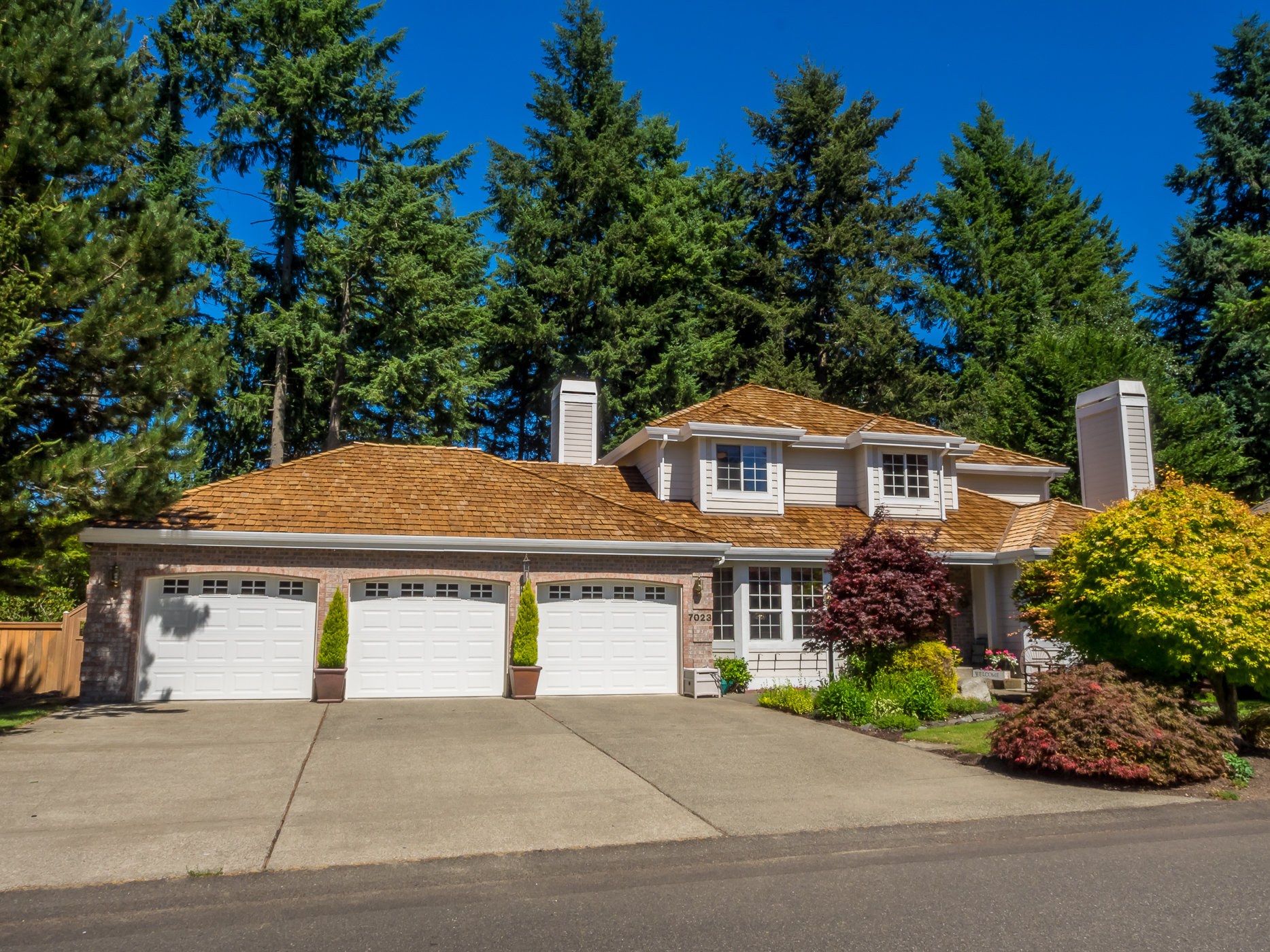 Single Family Home for Sale at Northwest Contemporary Home 7023 65th Ave W Lakewood, Washington 98499 United States